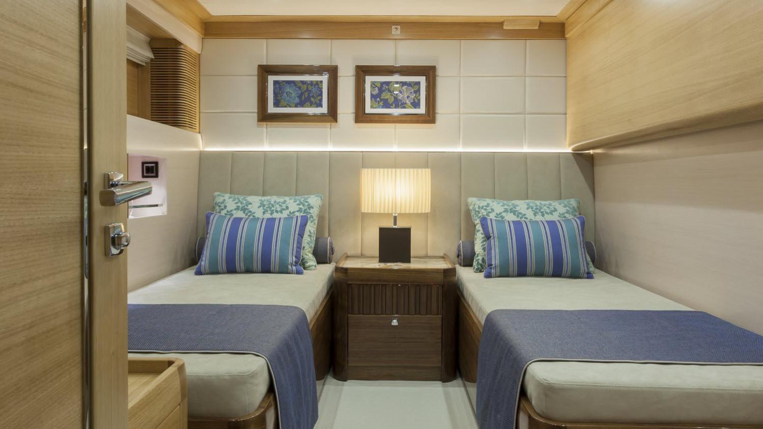 conrad-115-yacht-twin-cabin