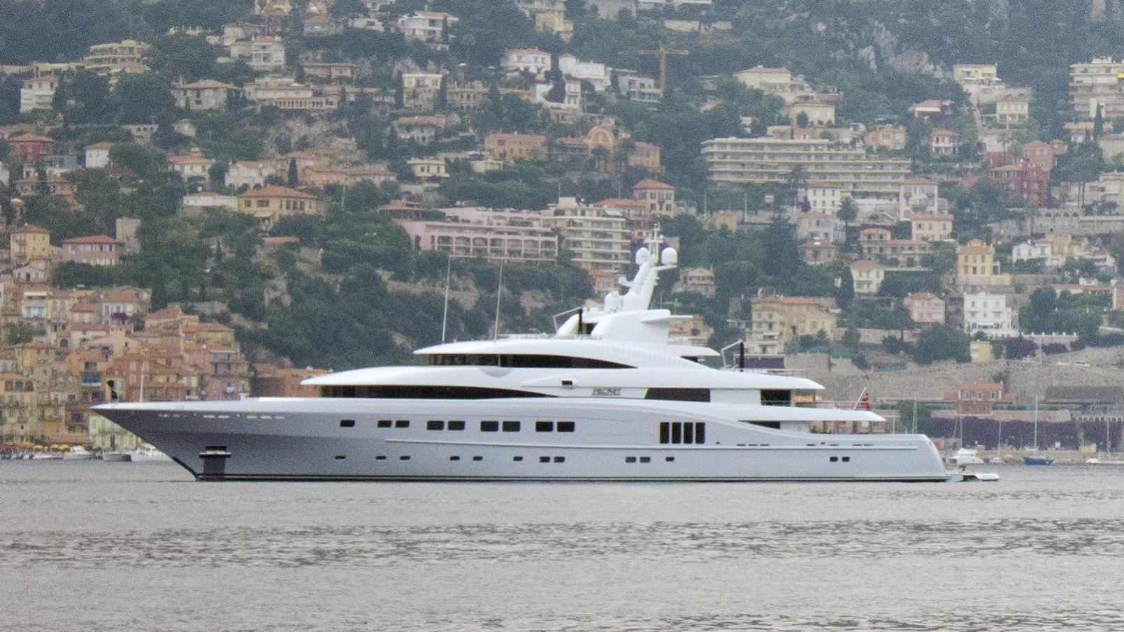 secret-yacht-exterior
