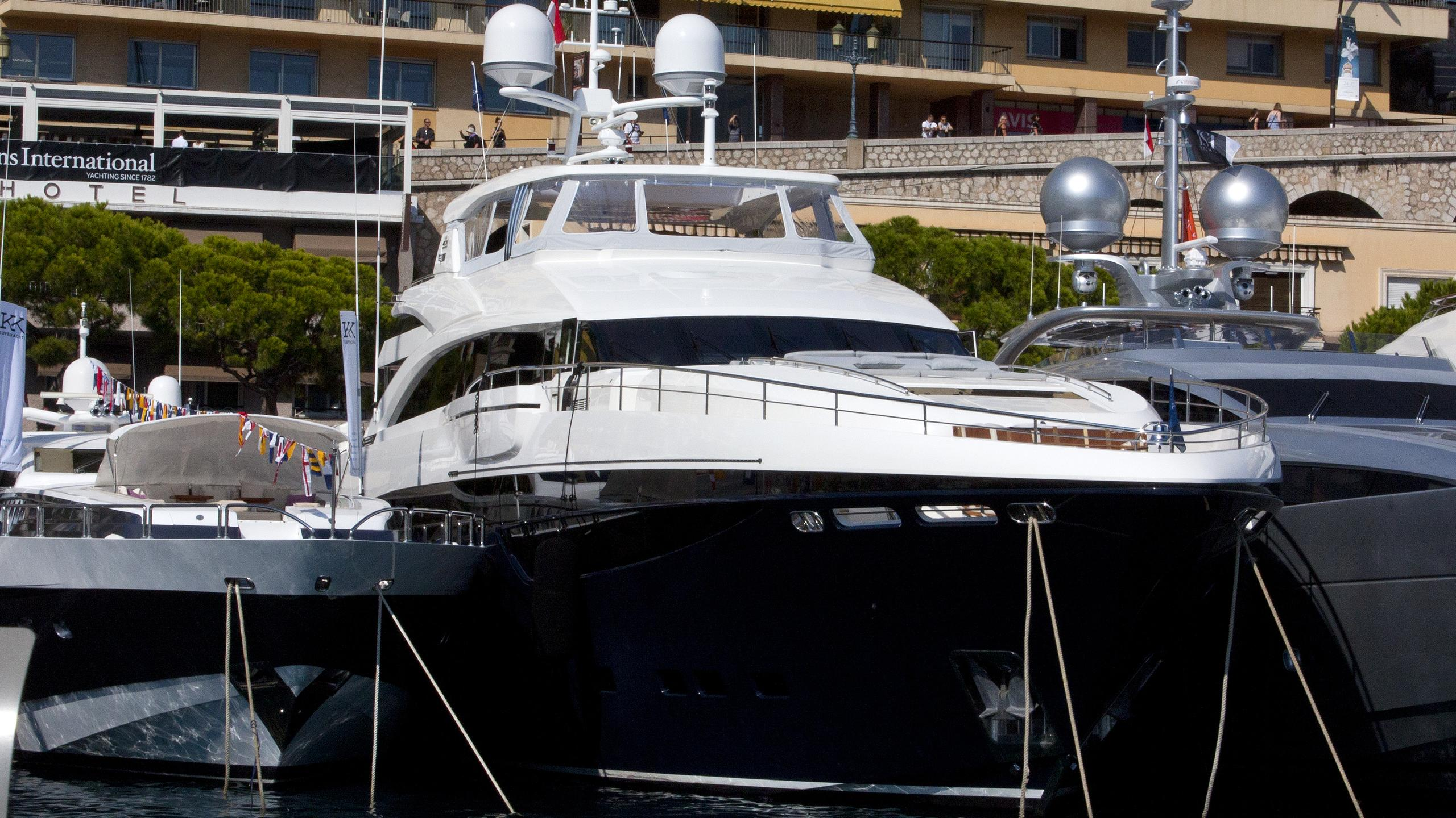 solaris-yacht-exterior