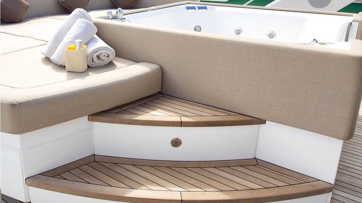 princess-k-yacht-jacuzzi