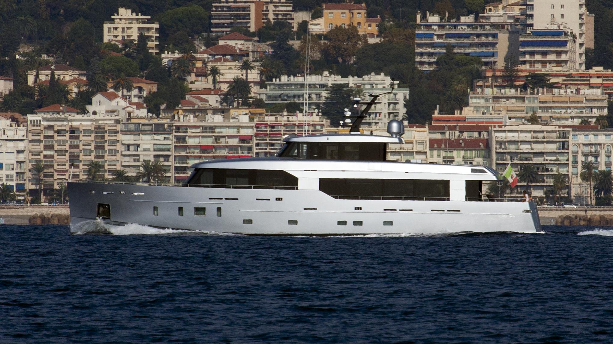 aleica-yacht-exterior