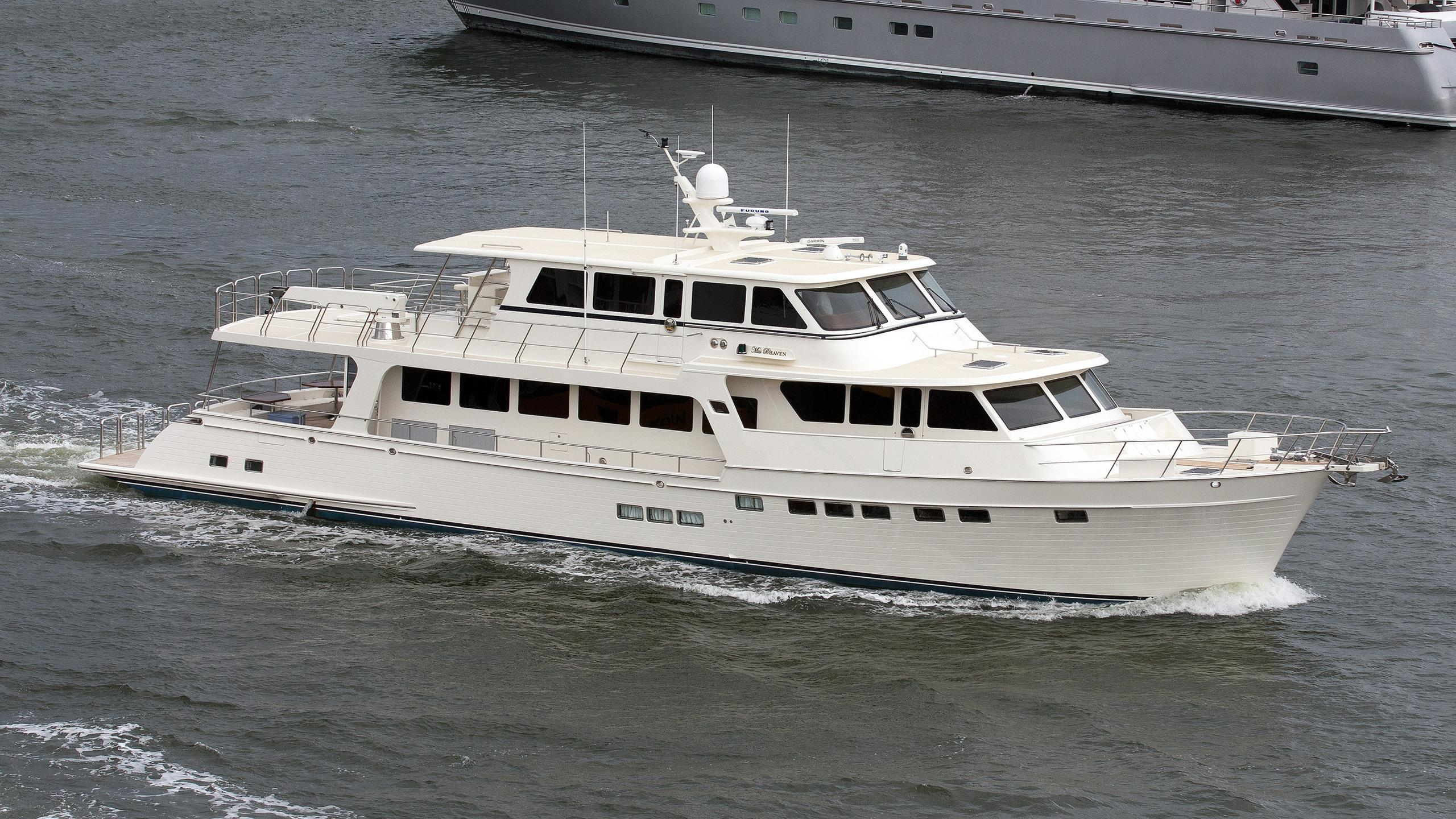 miss b haven motoryacht marlow 97 30m 2014 half profile