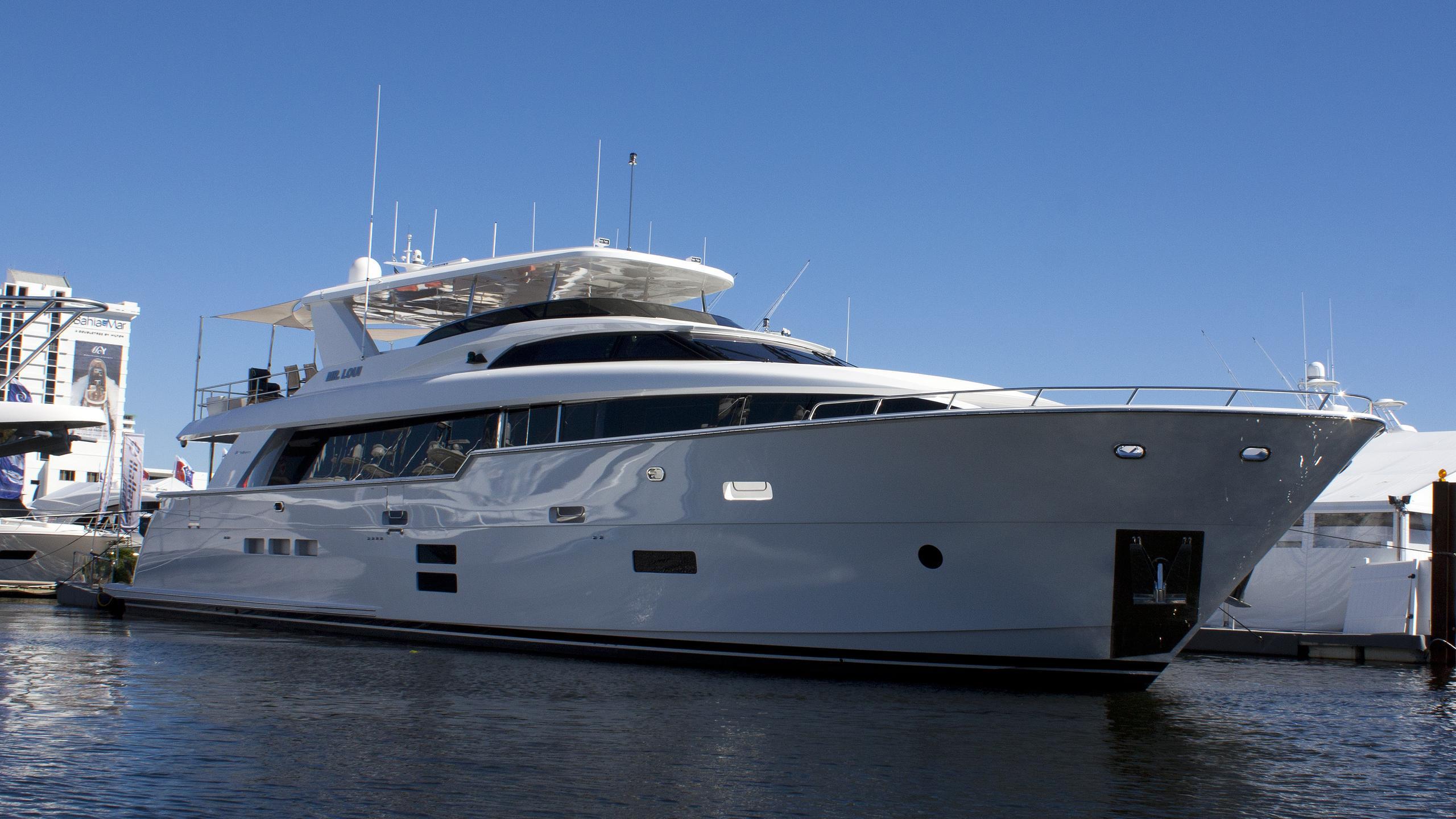 mr-loui-yacht-exterior
