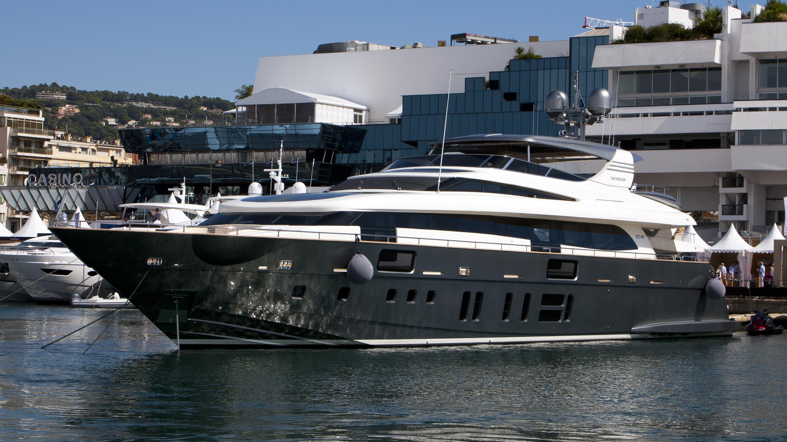 m-and-as-yacht-exterior