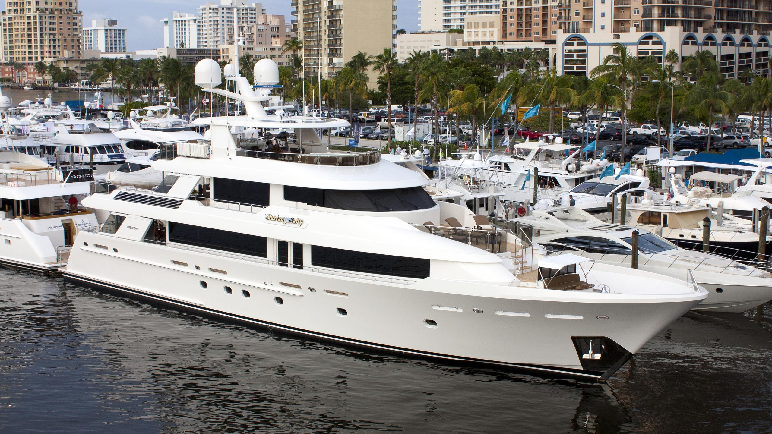 rice-quarters-yacht-exterior