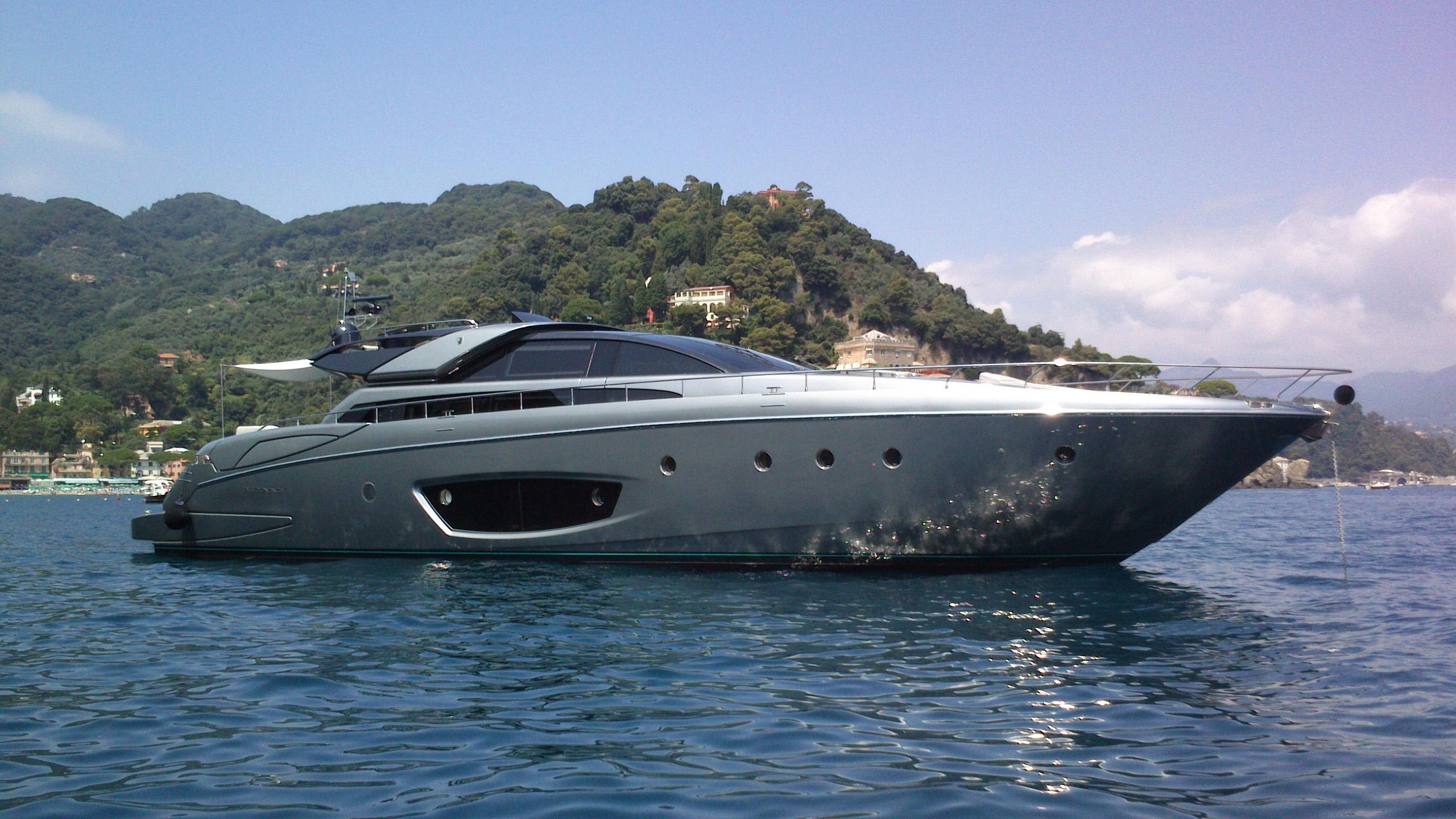 silver-breeze-yacht-for-sale-profile