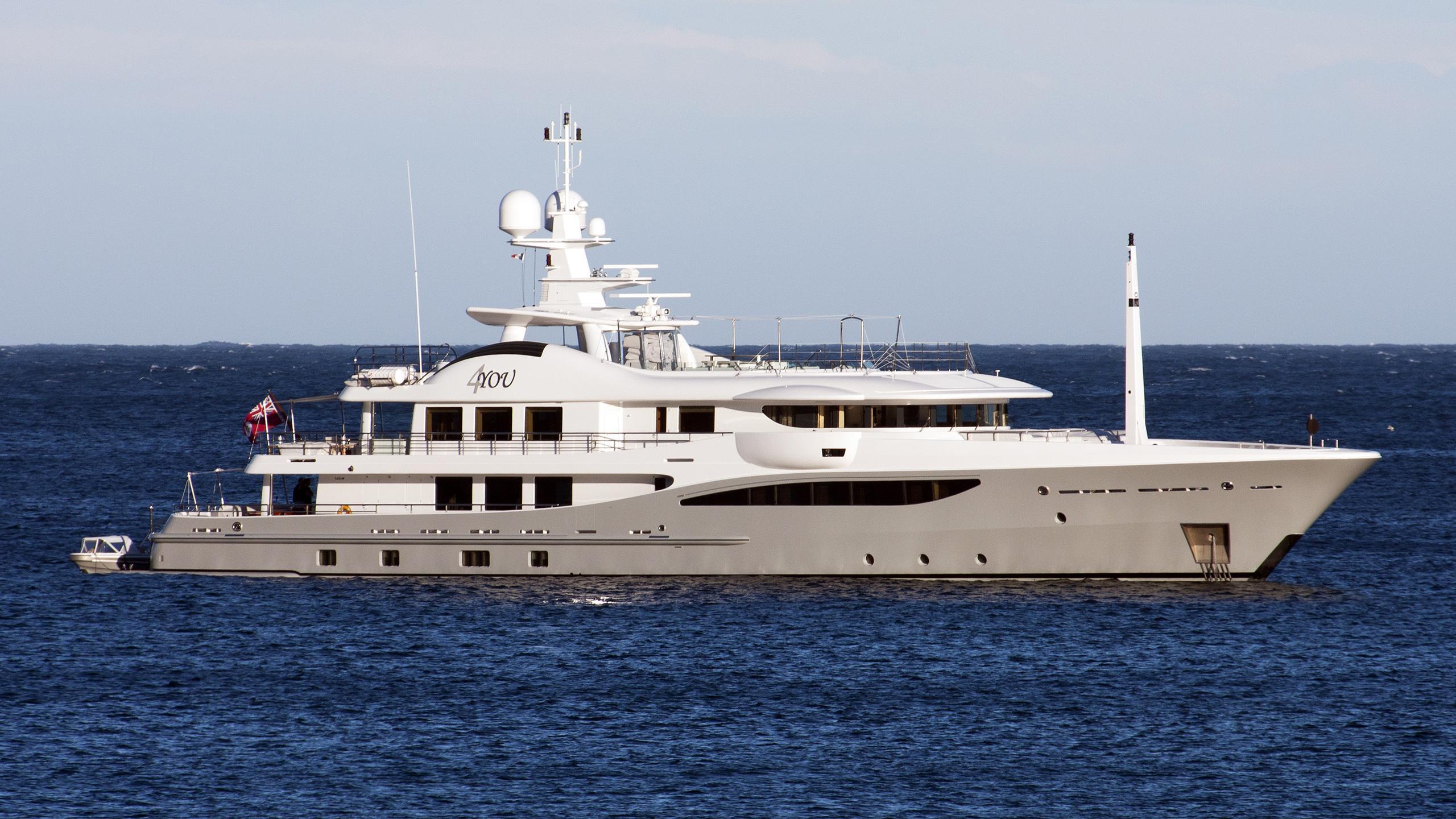 4you-yacht-exterior