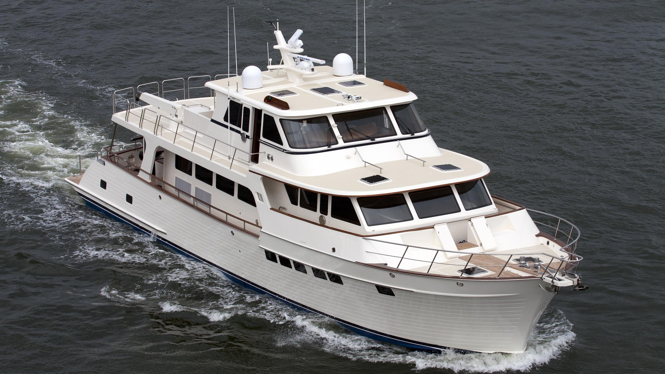 paws-for-life-yacht-exterior