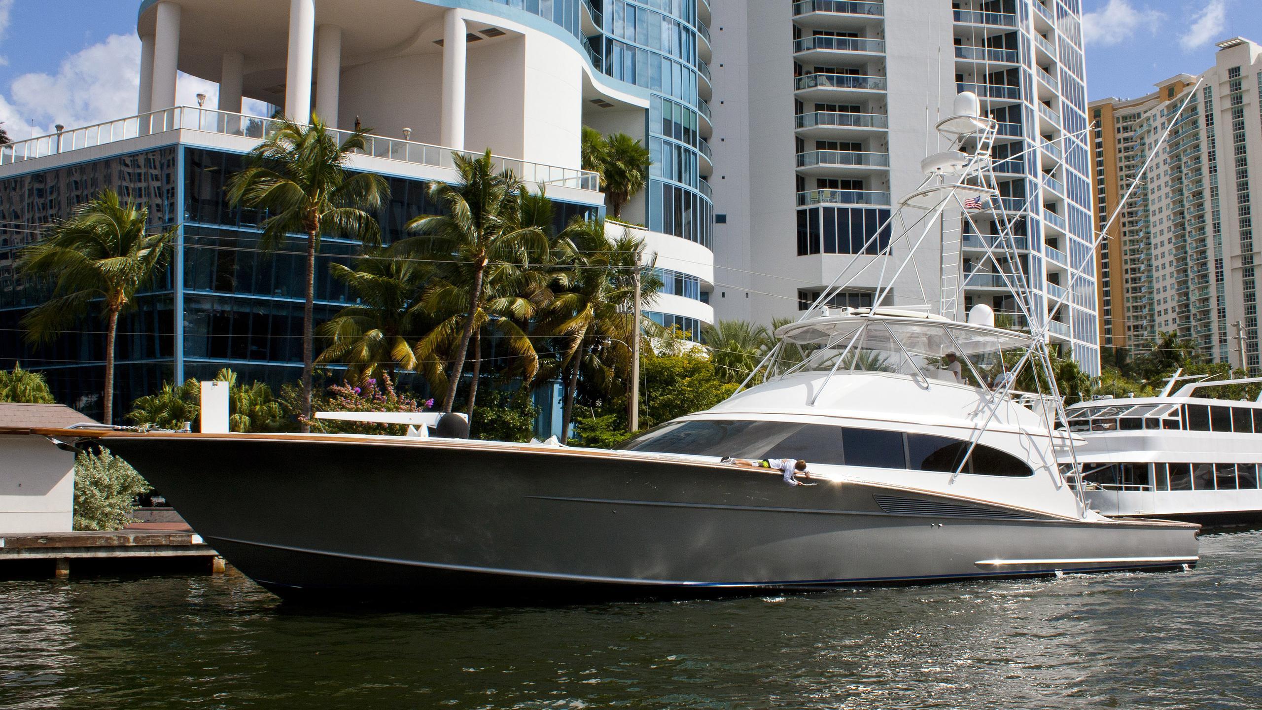 betsy-yacht-exterior