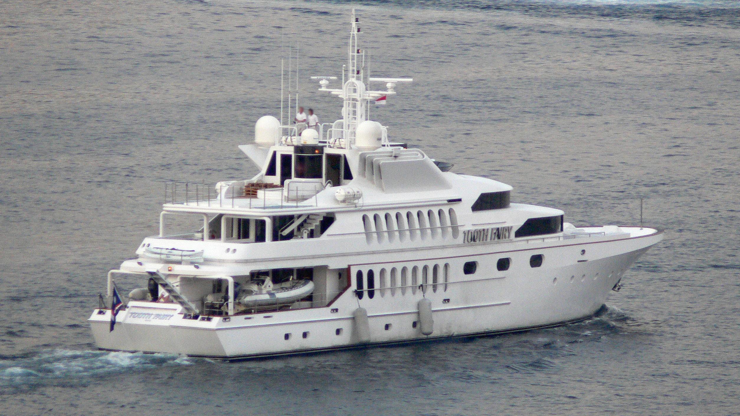 matrix-rose-yacht-exterior