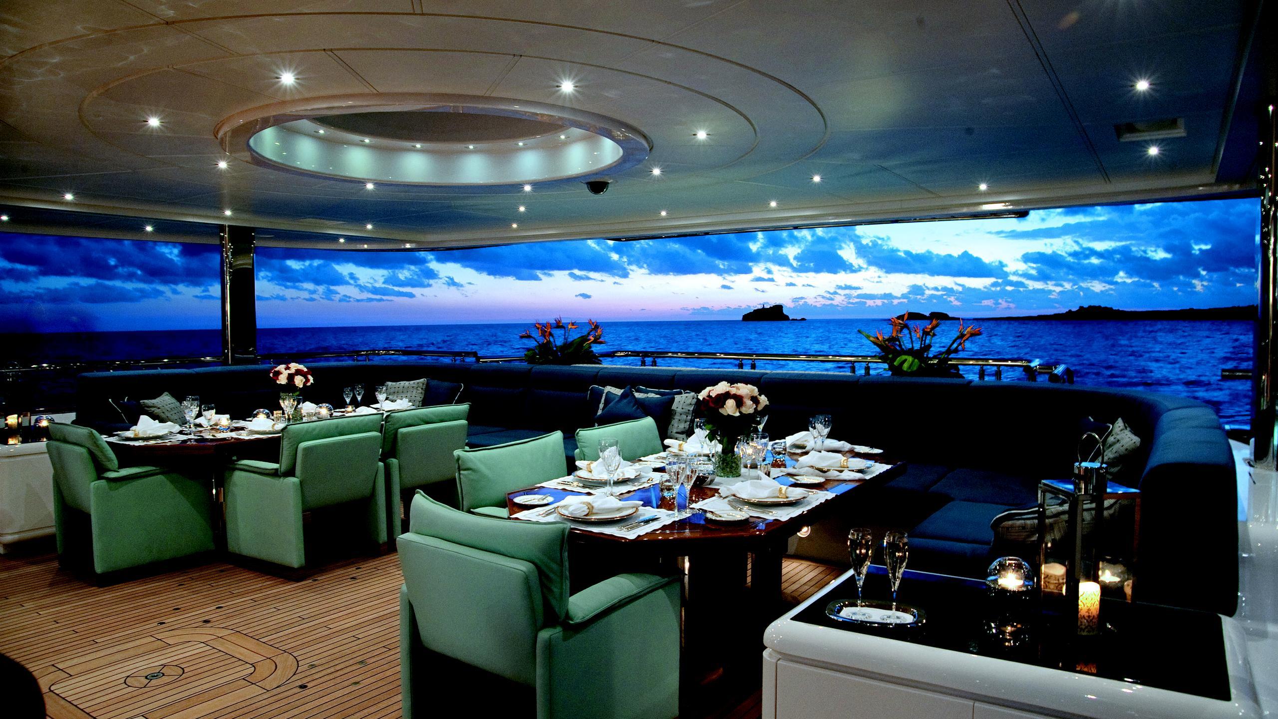 sycara-v-yacht-aft-dining
