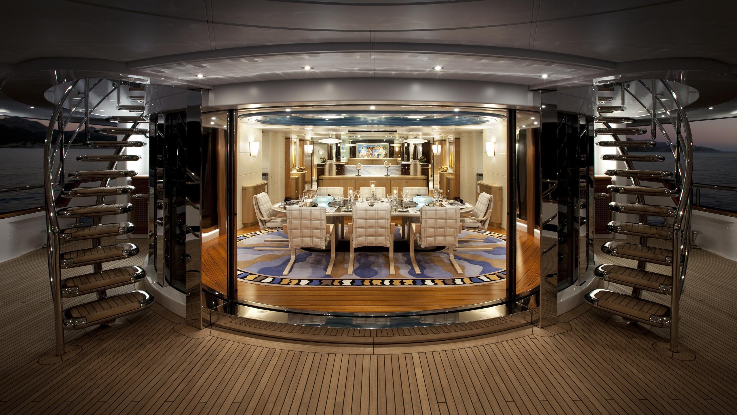 sycara-v-yacht-aft-deck