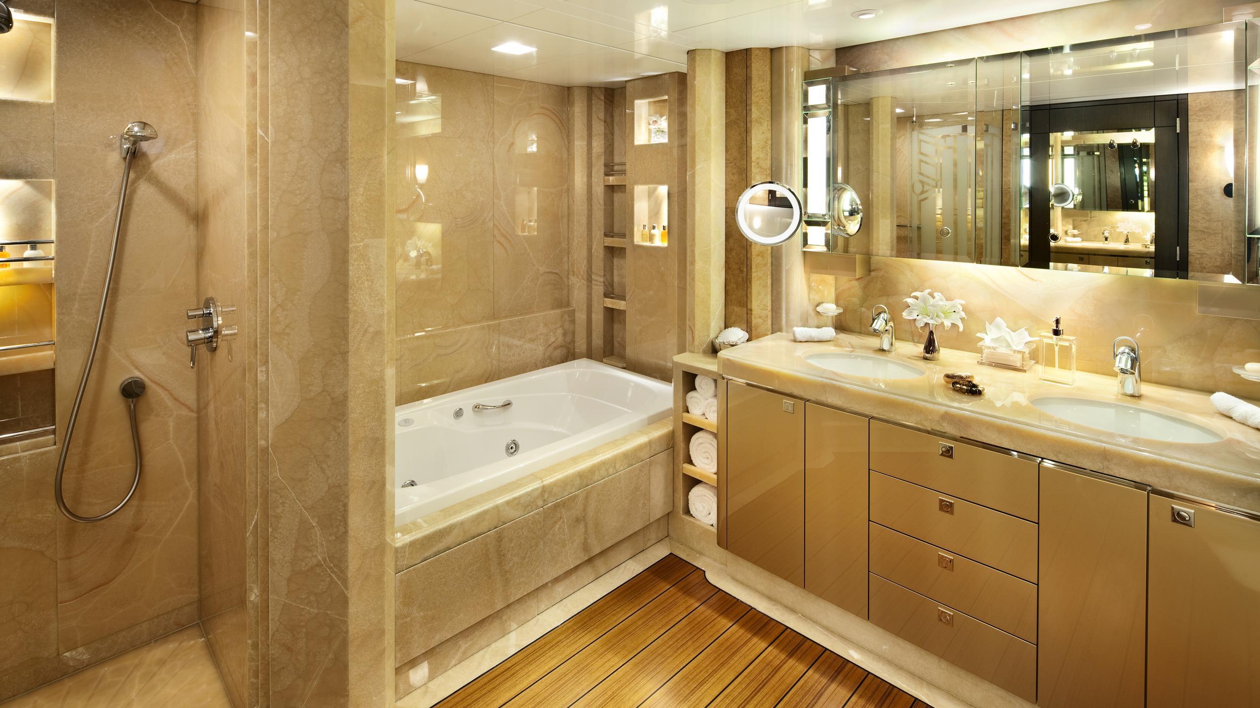 sycara-v-yacht-master-bathroom