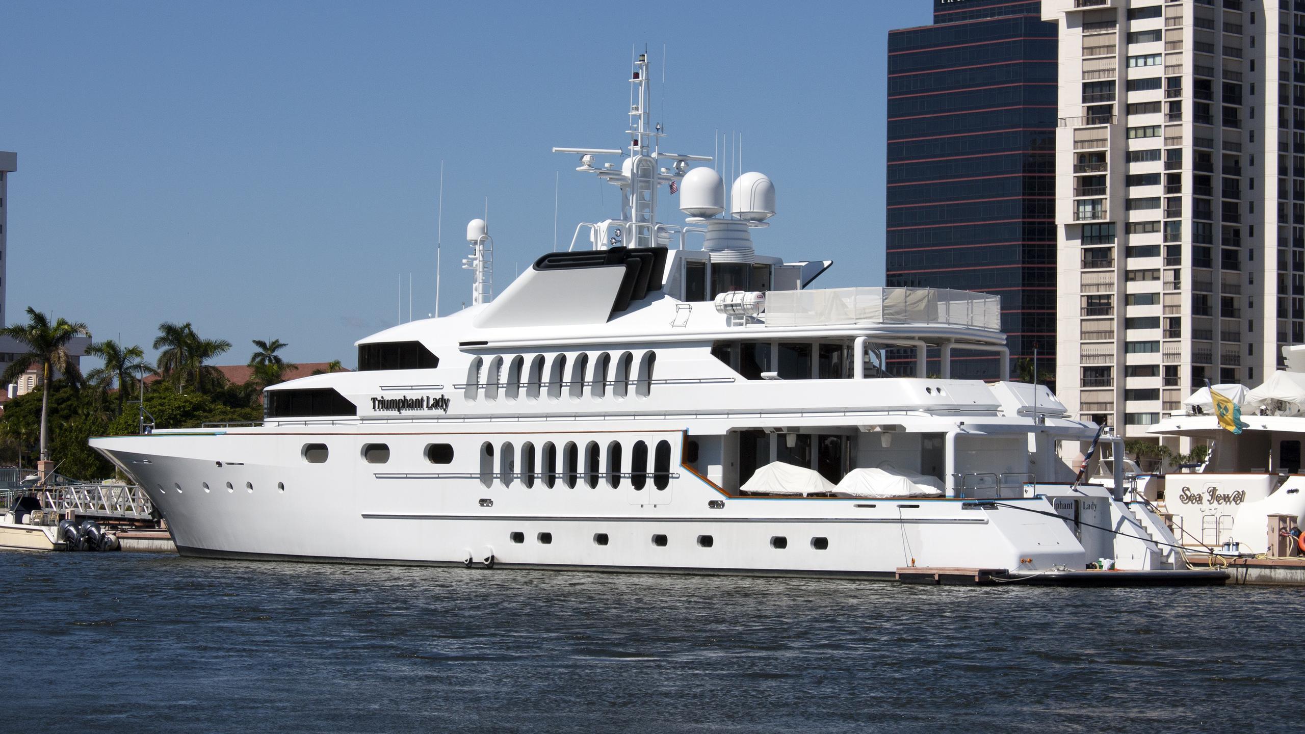 triumphant-lady-yacht-exterior