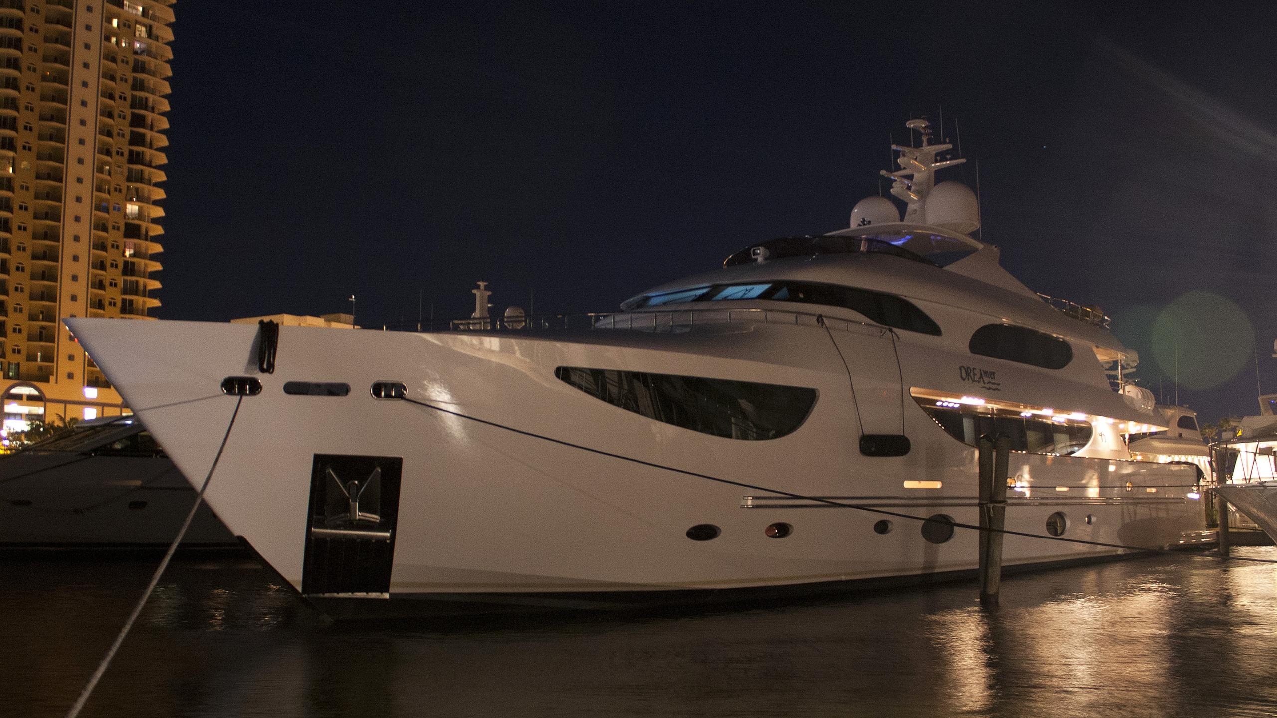 dreamer-yacht-exterior