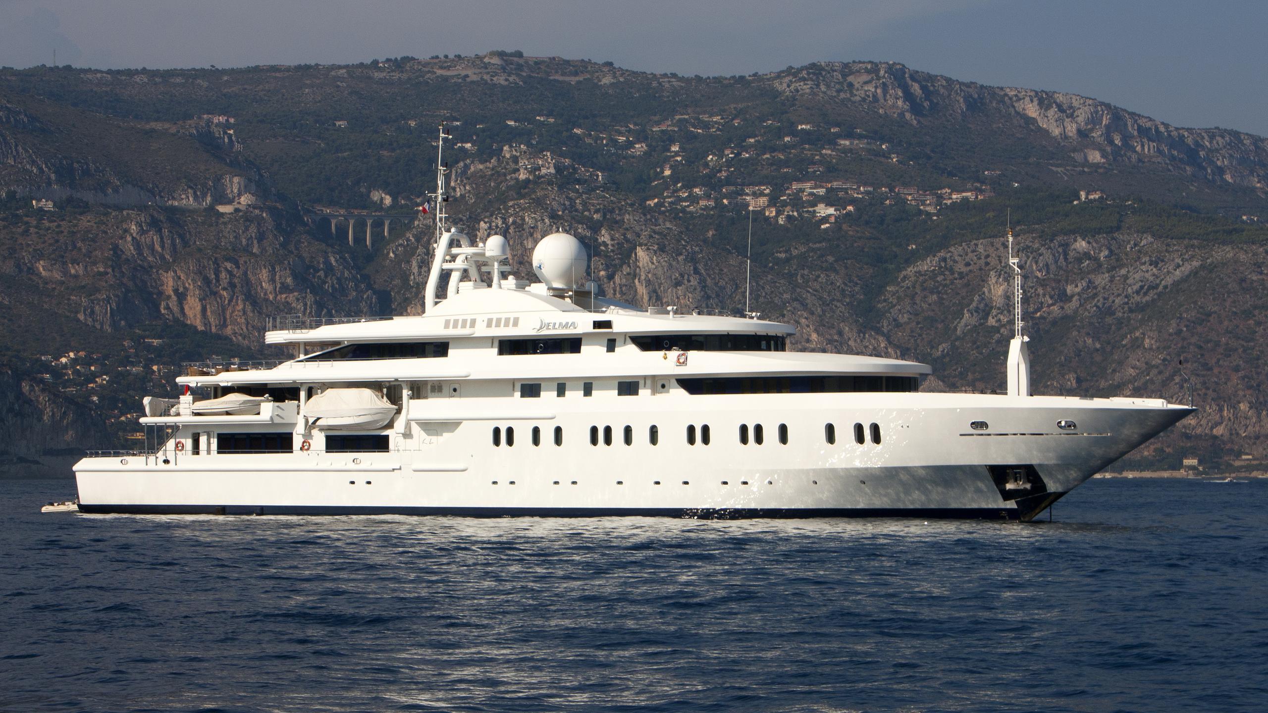queen-miri-motor-yacht-neorion-2004-91m-half-profile-before-refit
