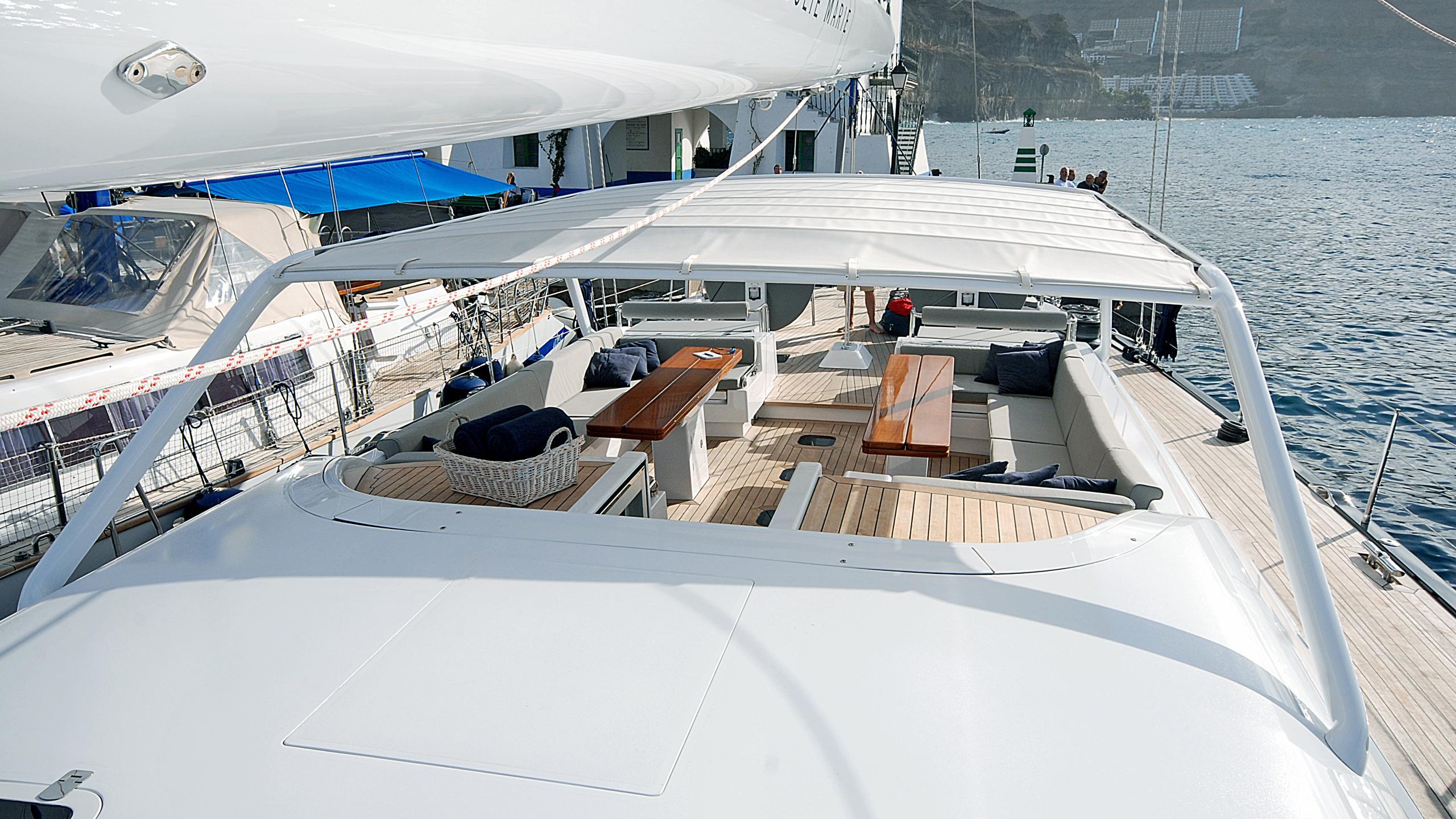 rusalka-yacht-main-deck