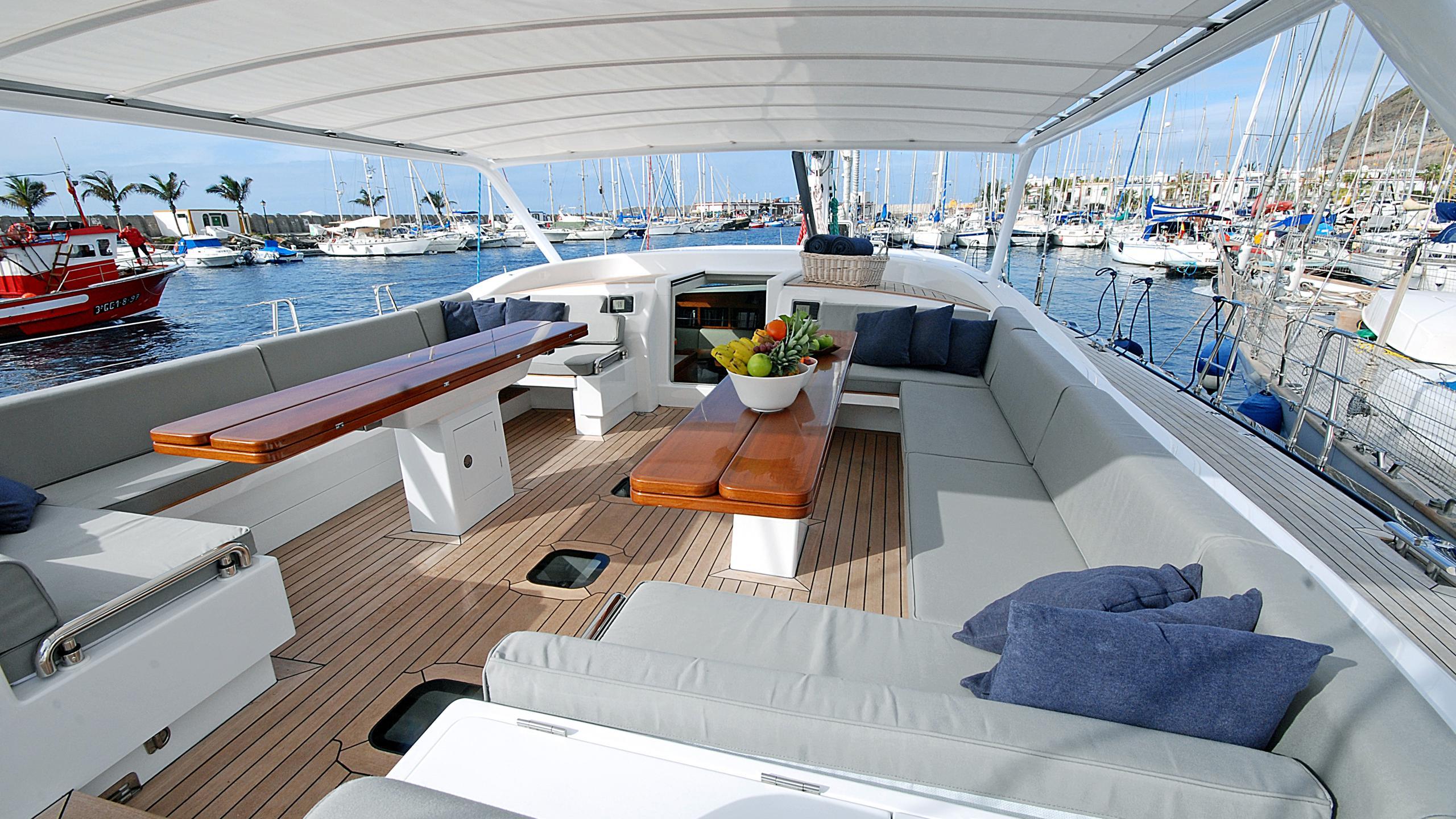rusalka-yacht-aft-dining