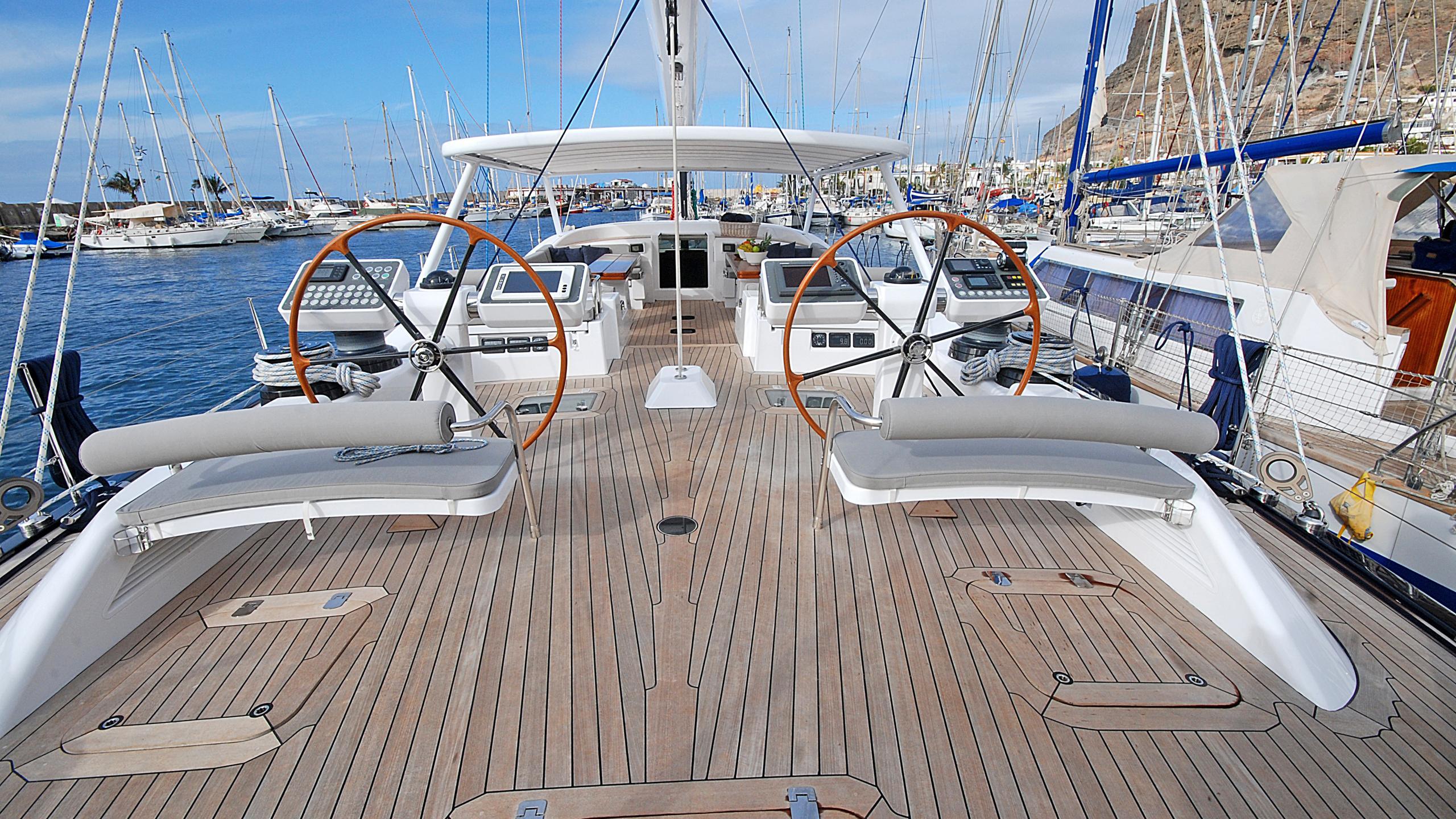 rusalka-yacht-helm