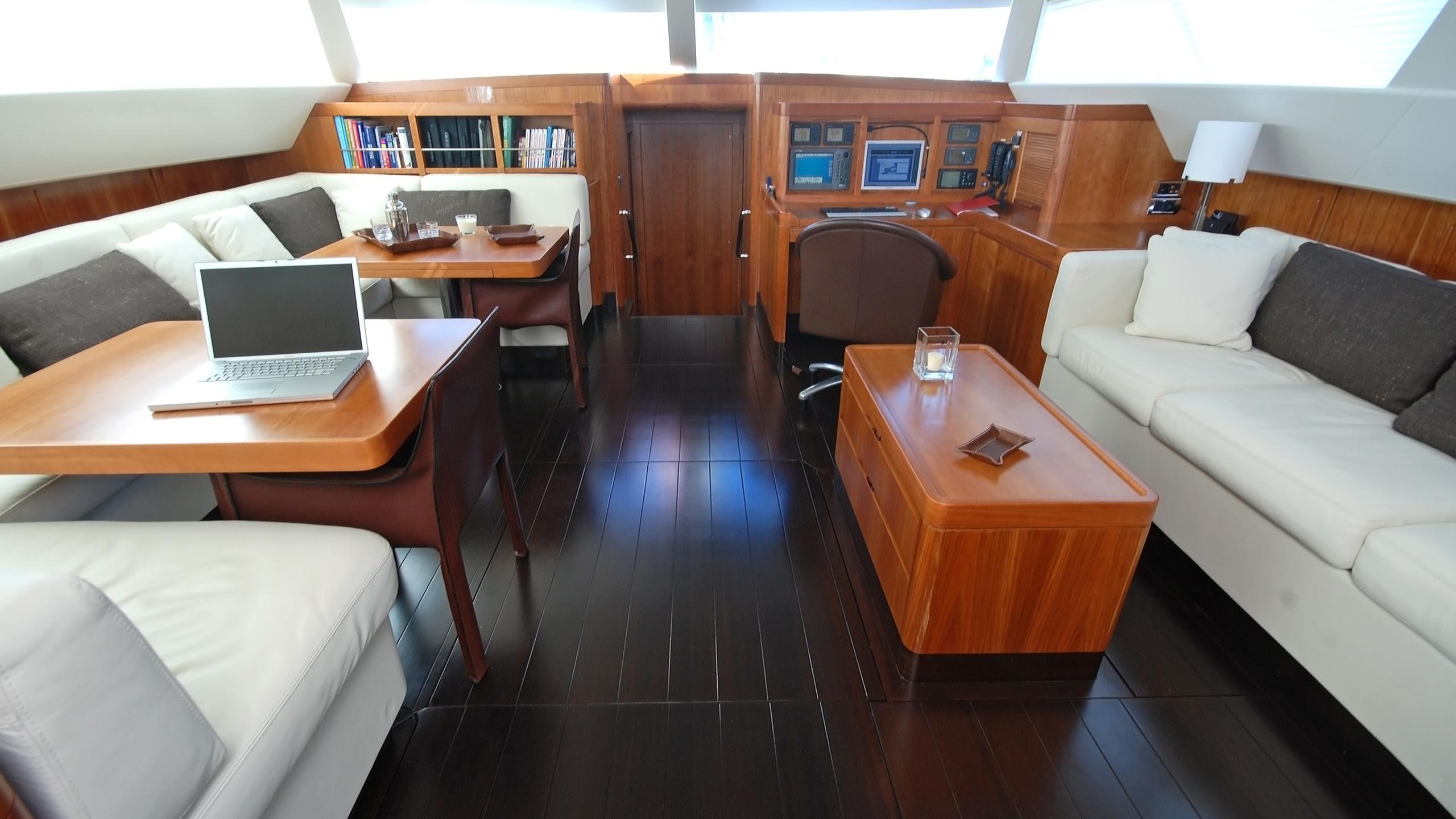 rusalka-yacht-saloon