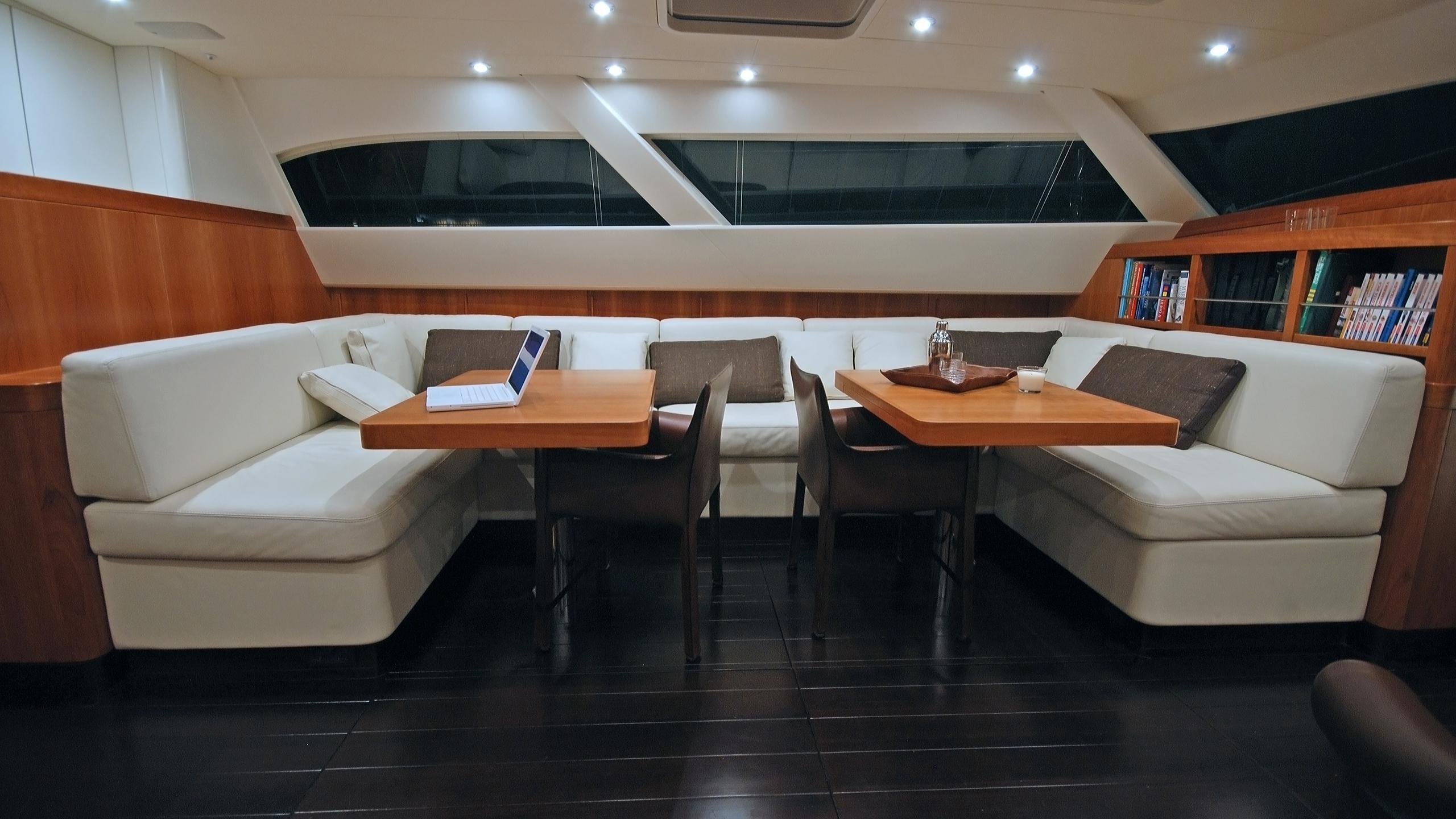 rusalka-yacht-dining