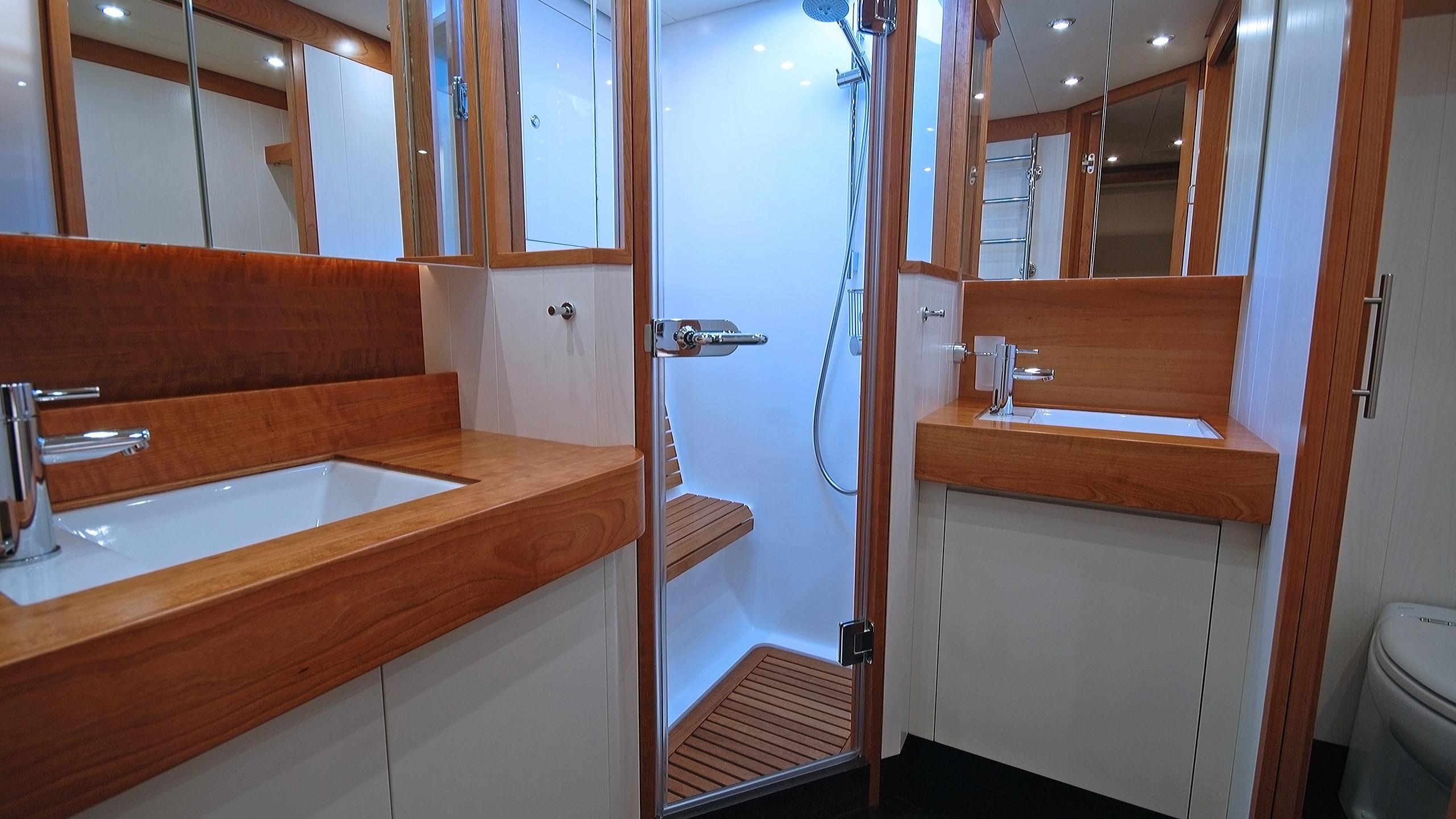 rusalka-yacht-master-bathroom