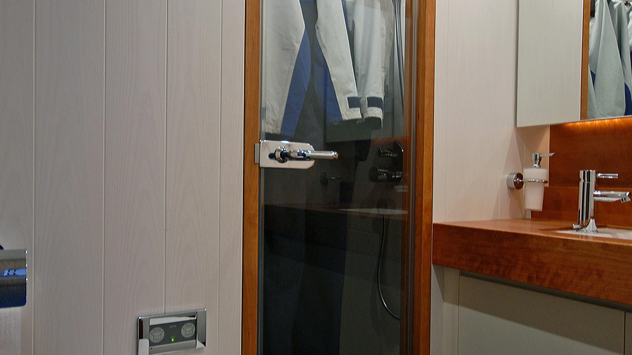 rusalka-yacht-bathroom