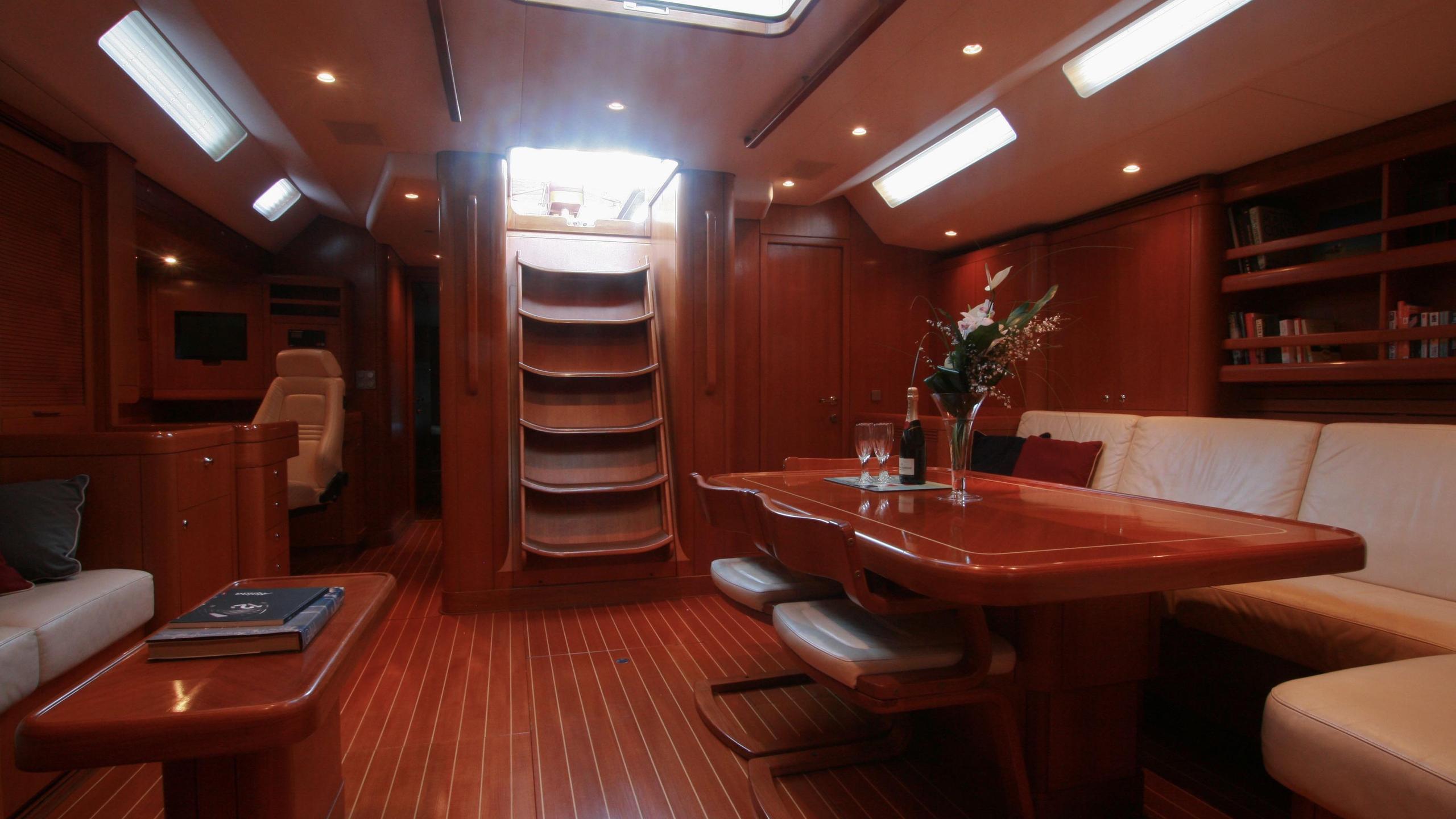 alpina-yacht-saloon