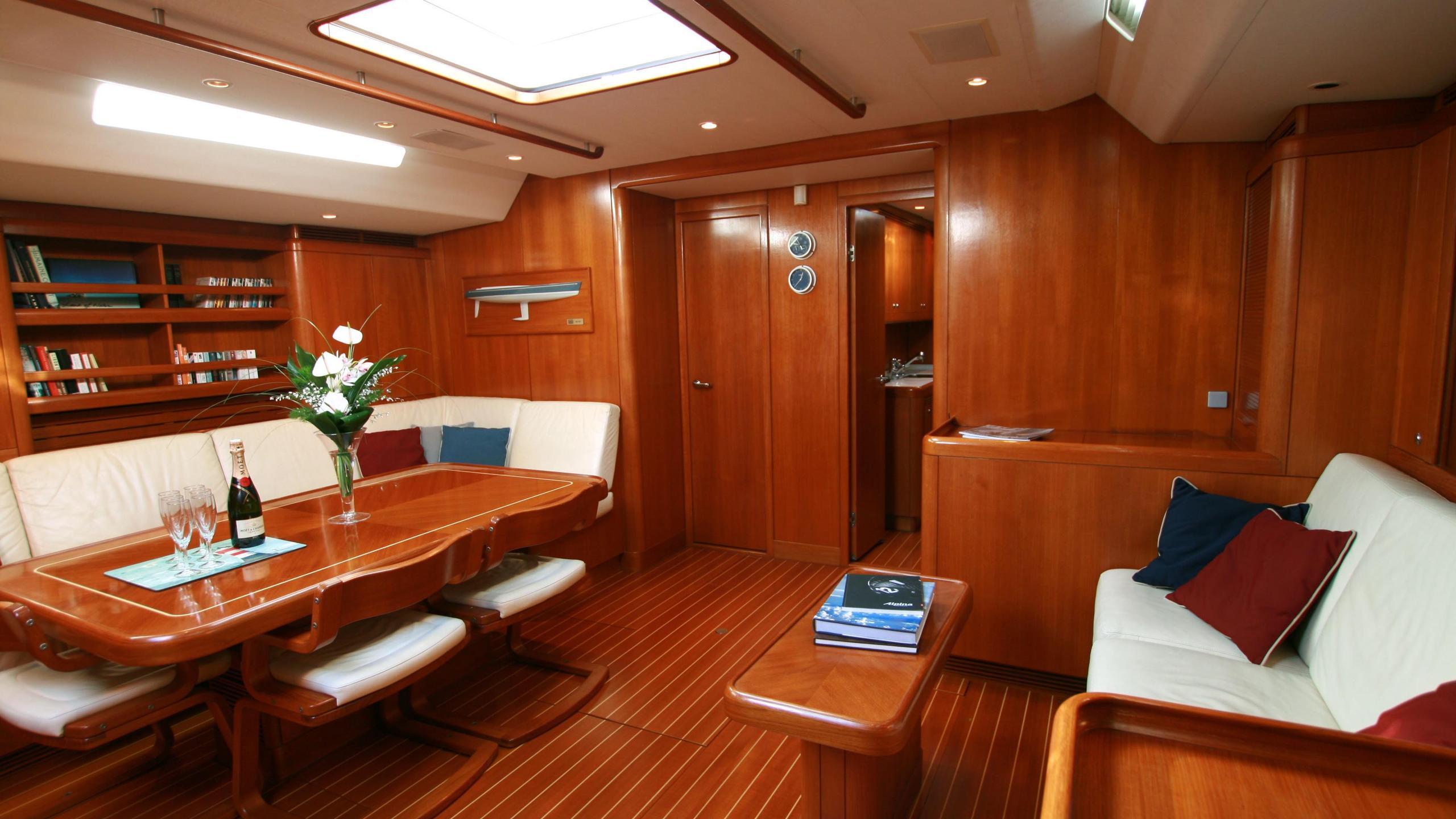 alpina-yacht-dining