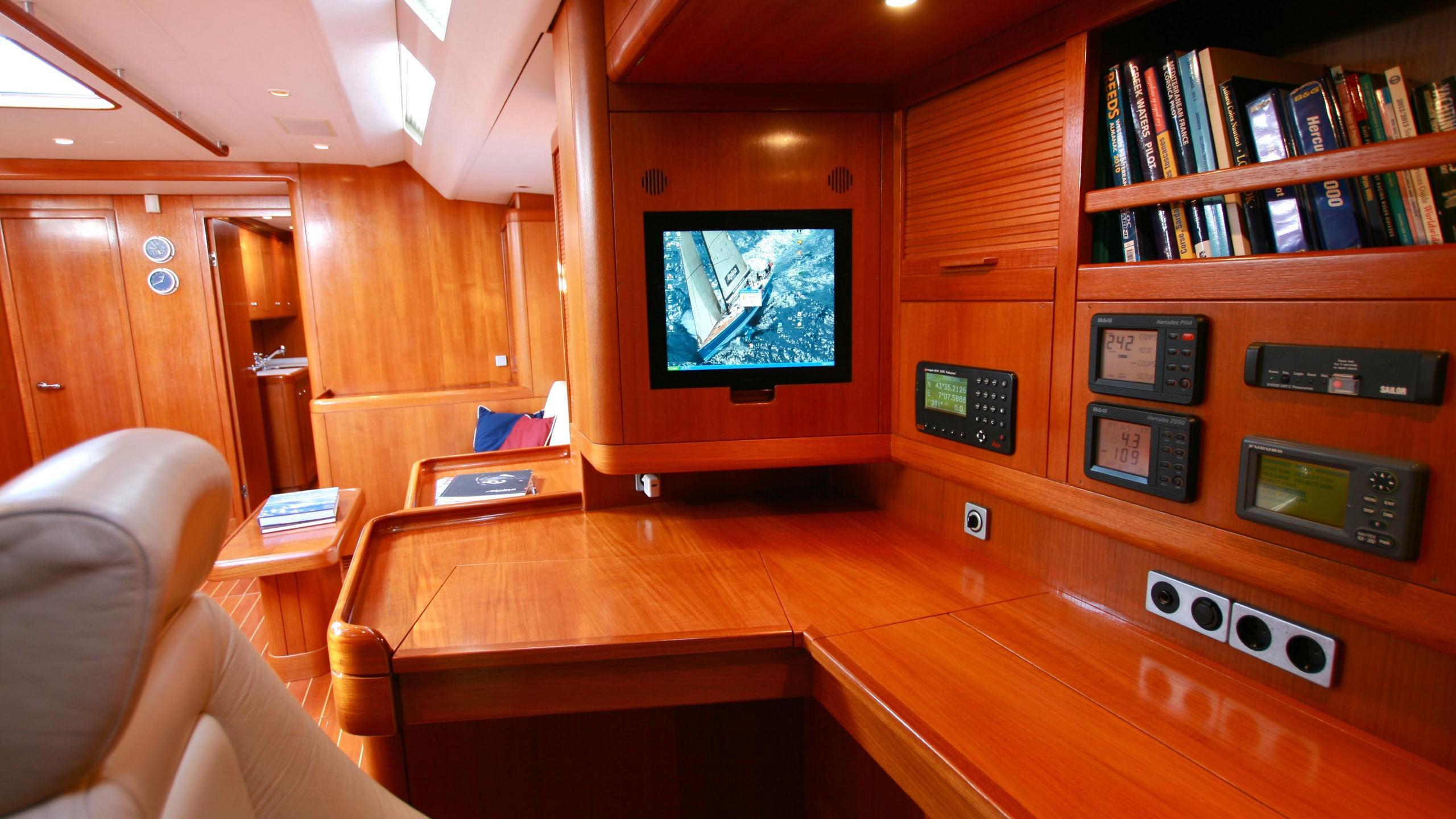 alpina-yacht-navigation