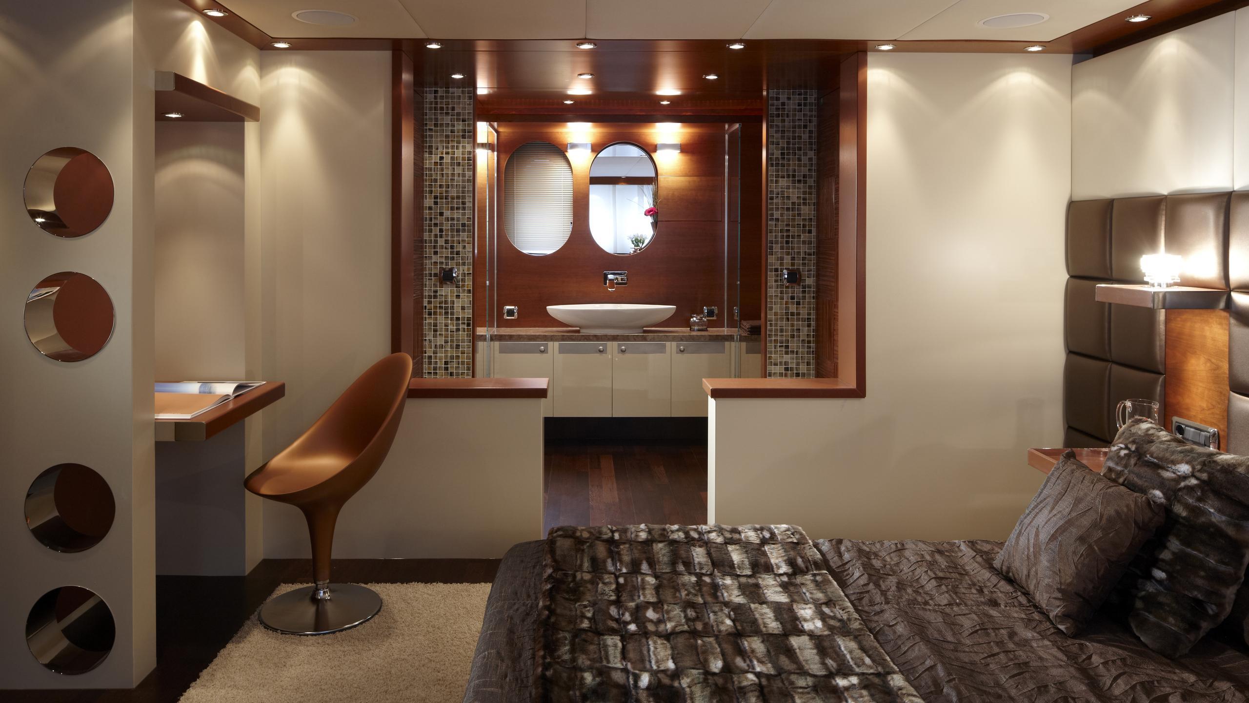 sofia-ii-yacht-master-cabin