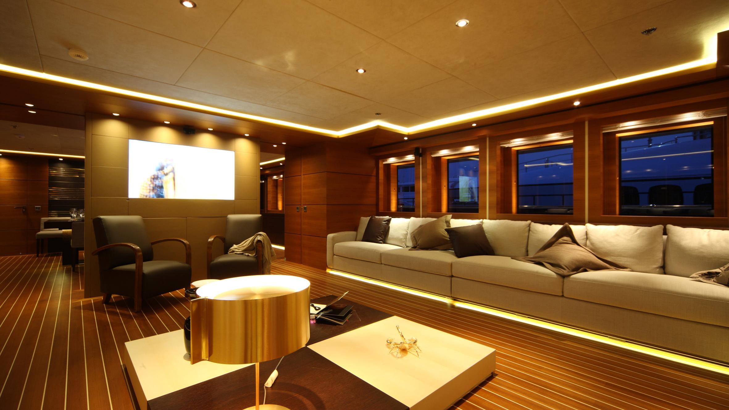zaliv-iii-yacht-saloon