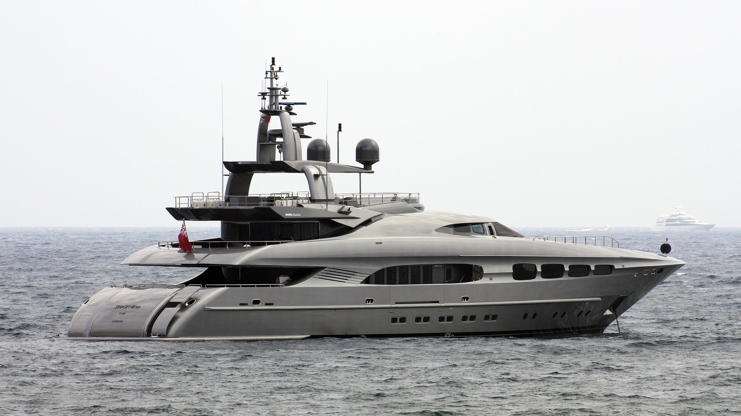 auspicious-yacht-exterior