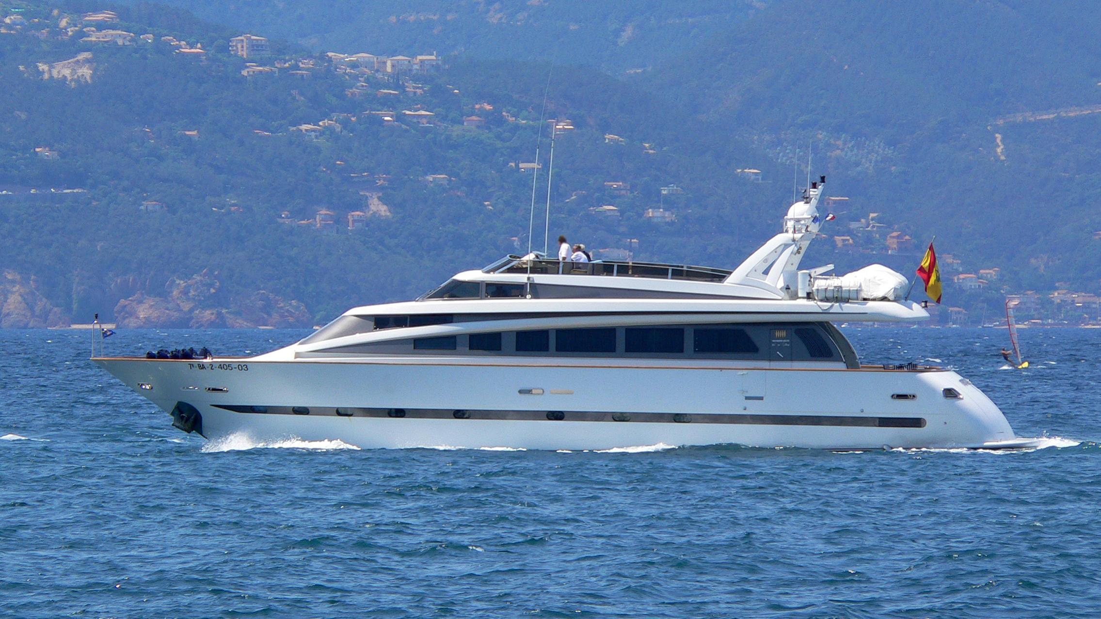 petardo-c-yacht-exterior