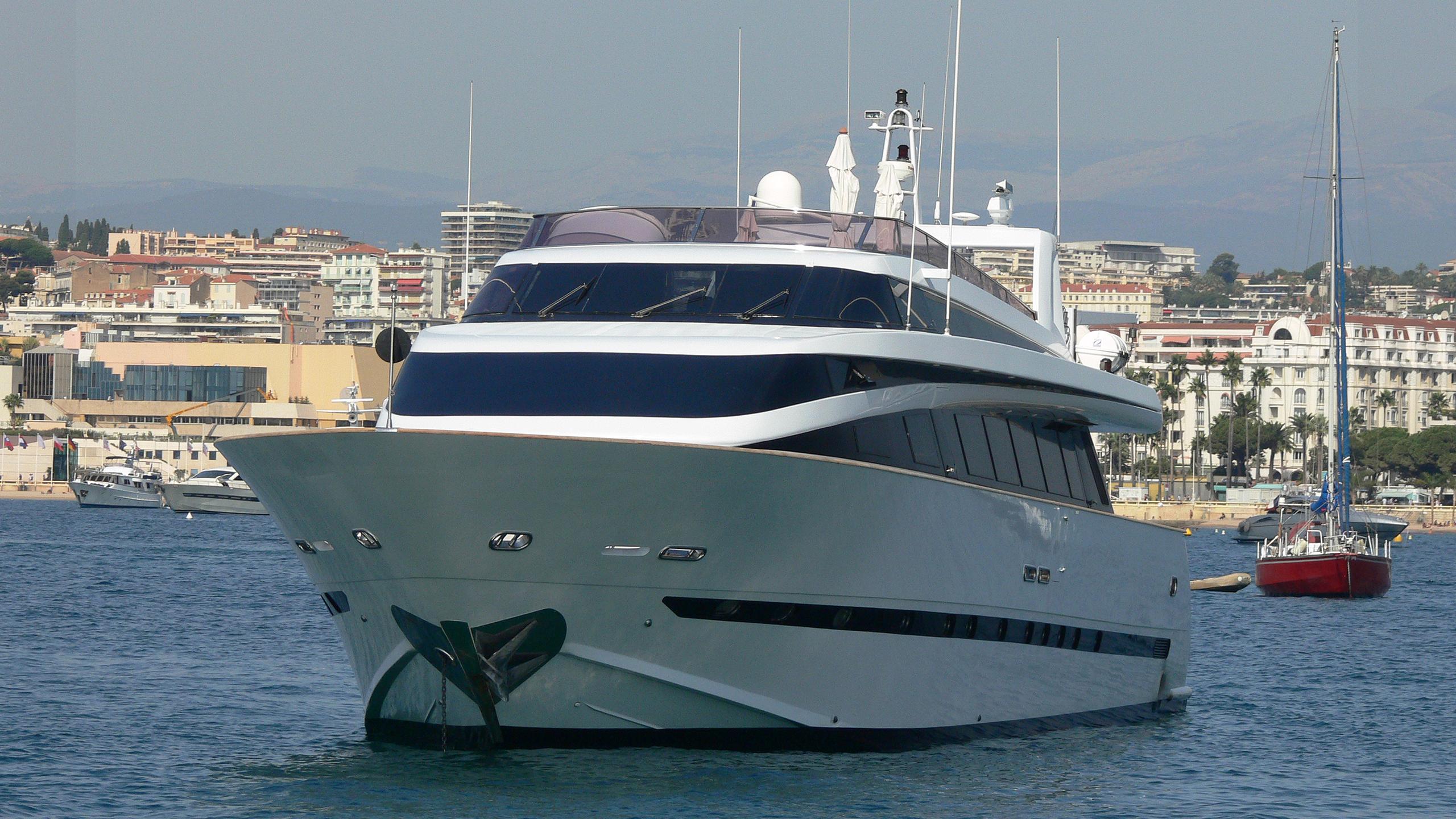 chamade motoryacht mondomarine 30m 1995 bow