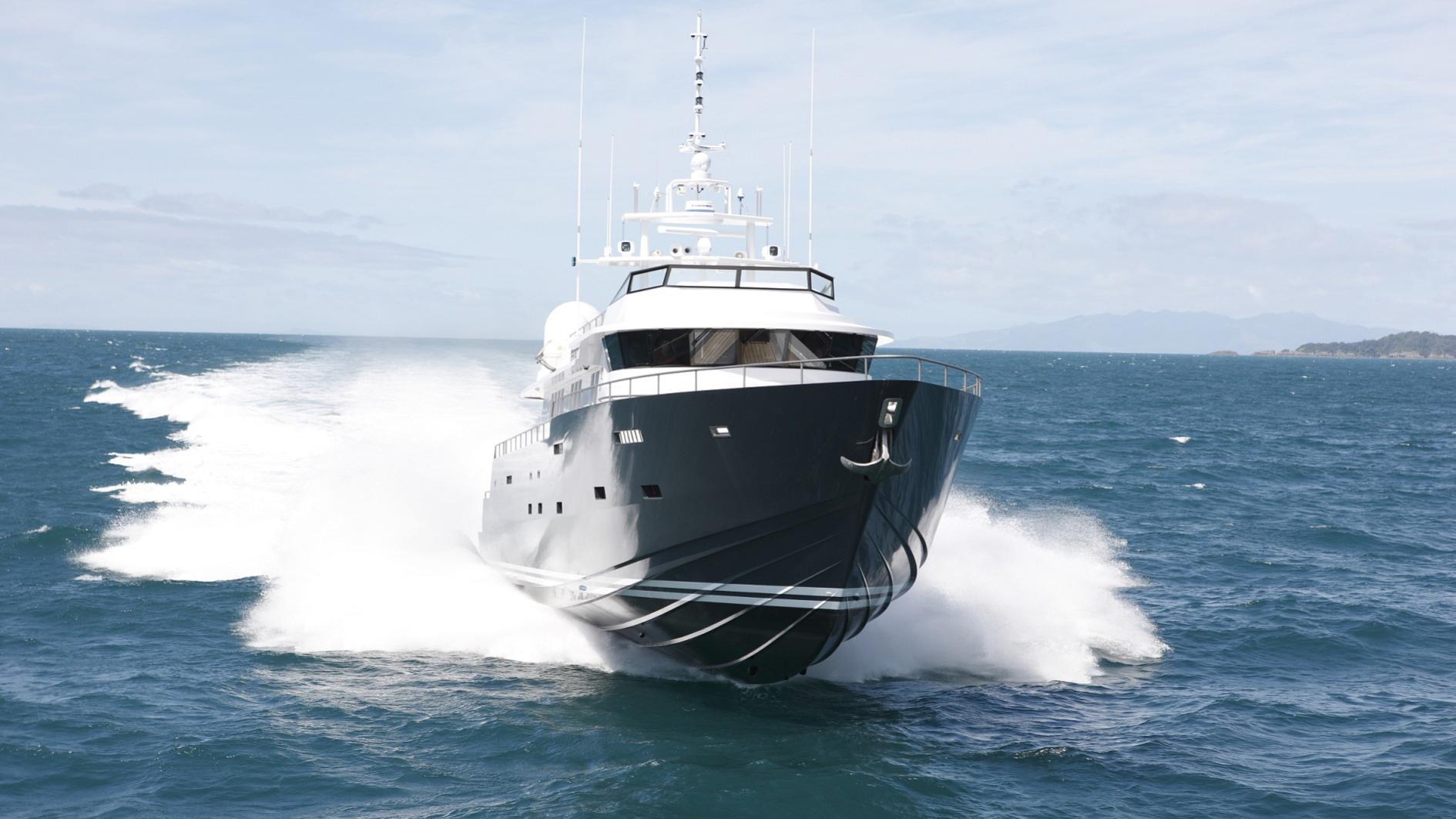 ermis2-yacht-bow