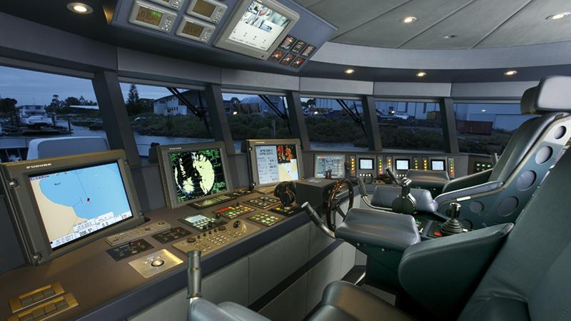ermis2-yacht-helm