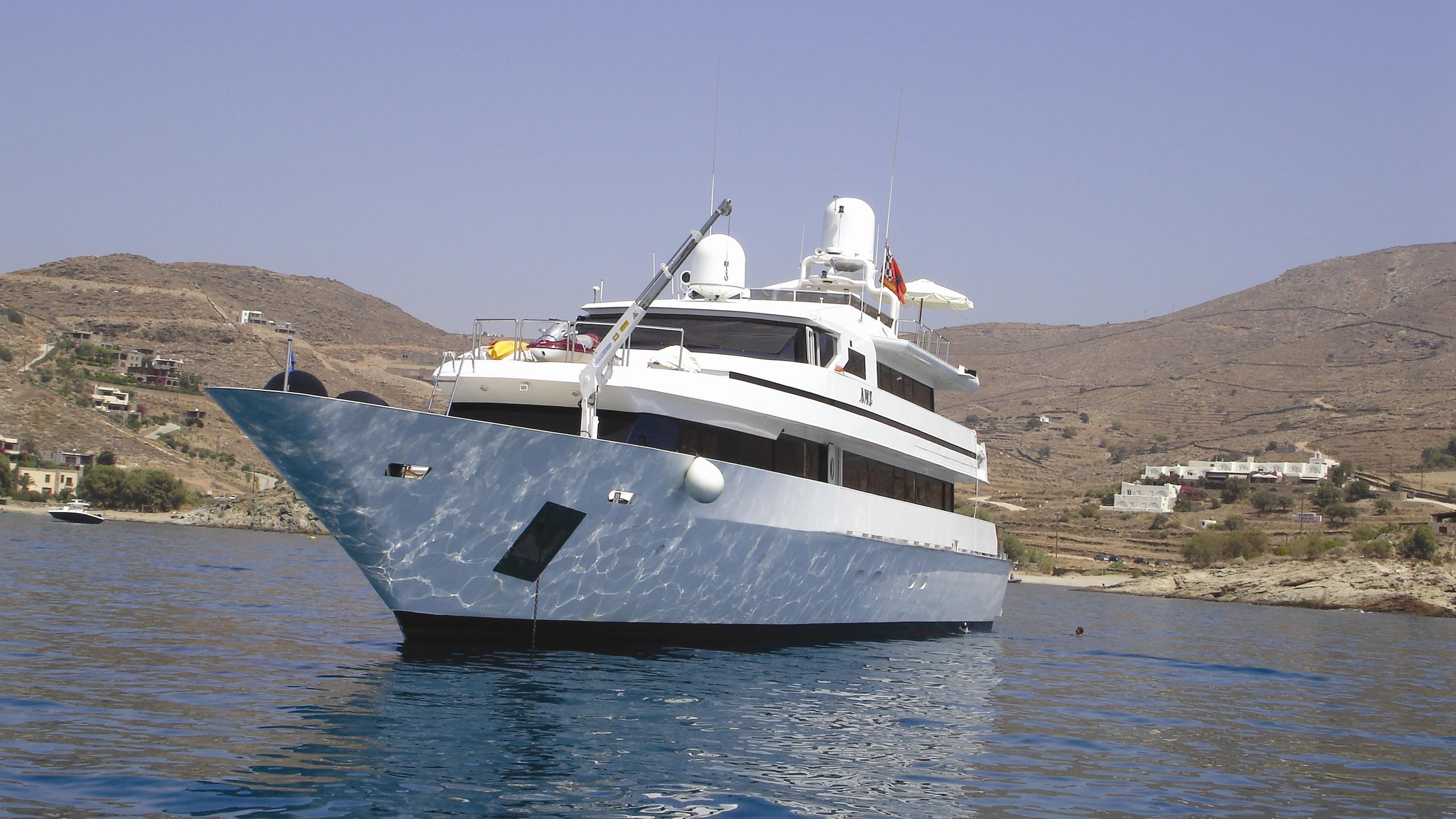 amz-yacht-cruising