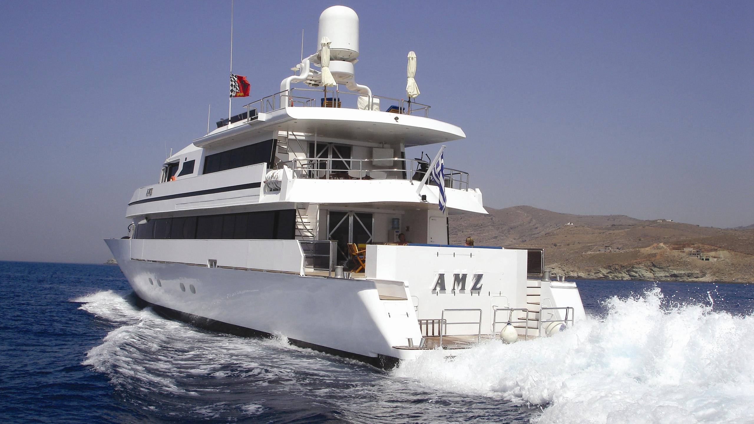 amz-yacht-stern