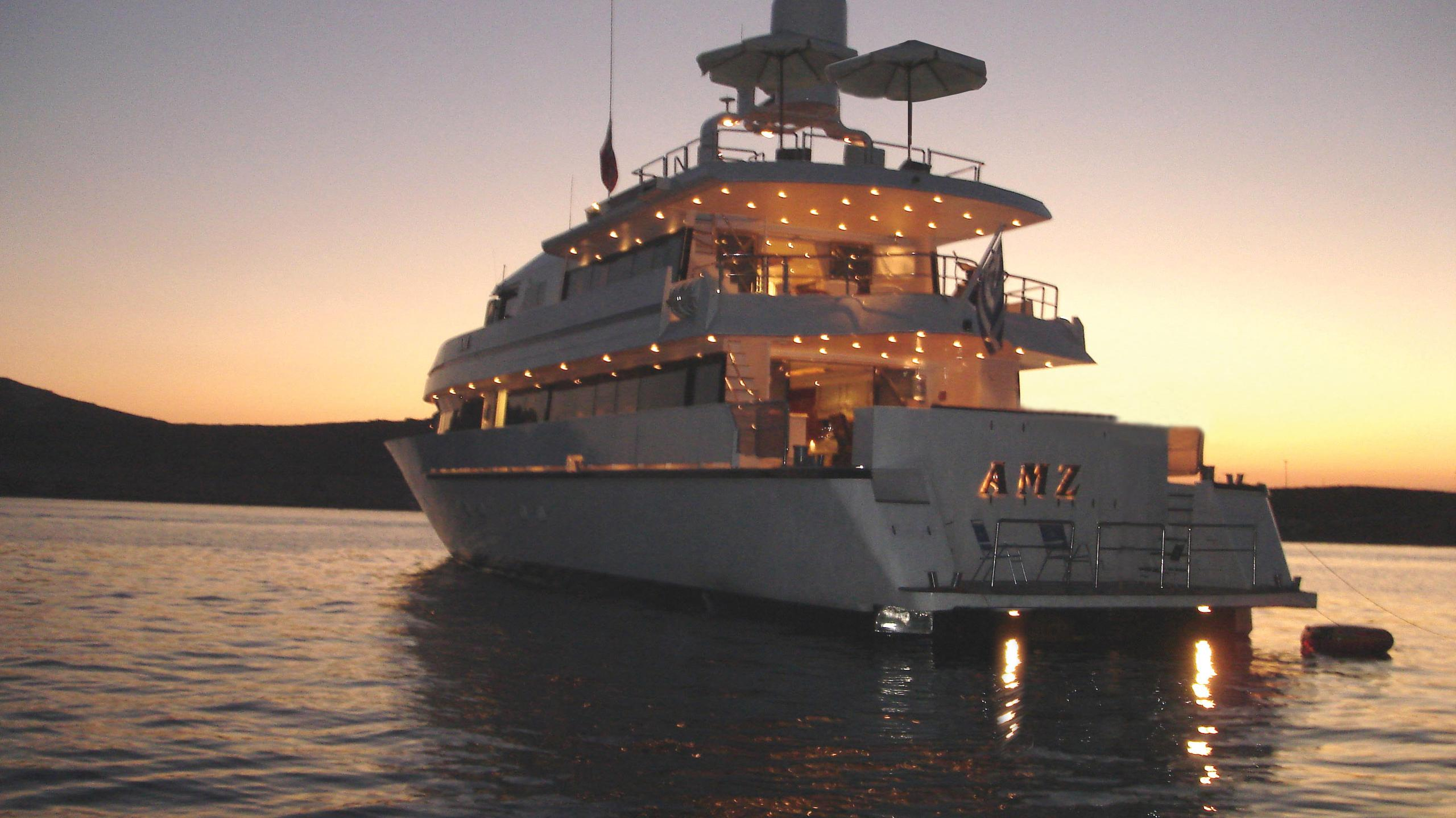 amz-yacht-at-anchor