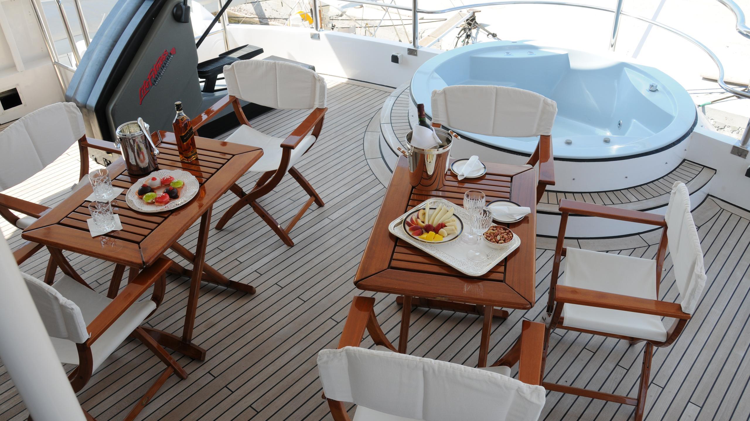 amz-yacht-jacuzzi