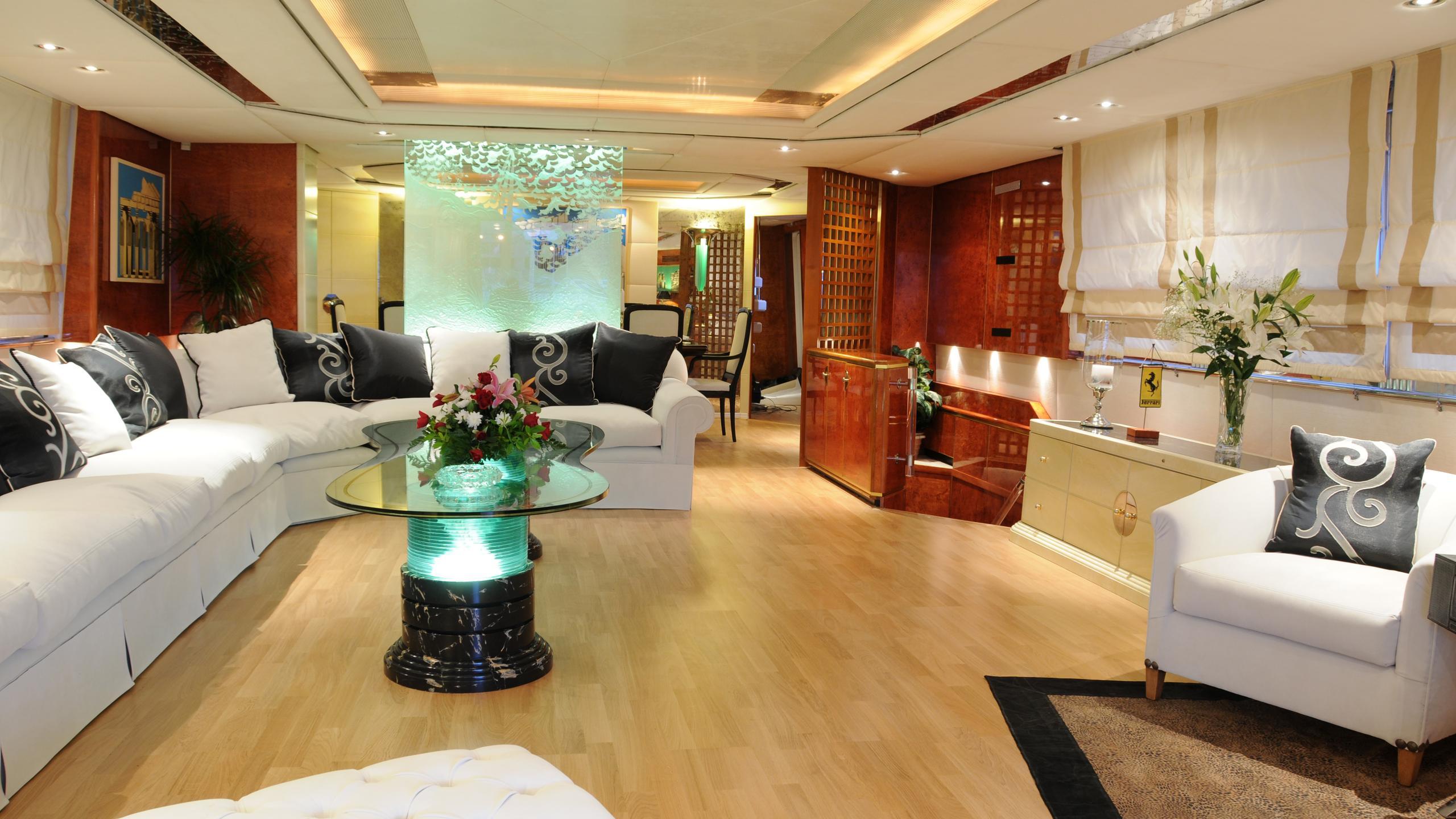 amz-yacht-saloon