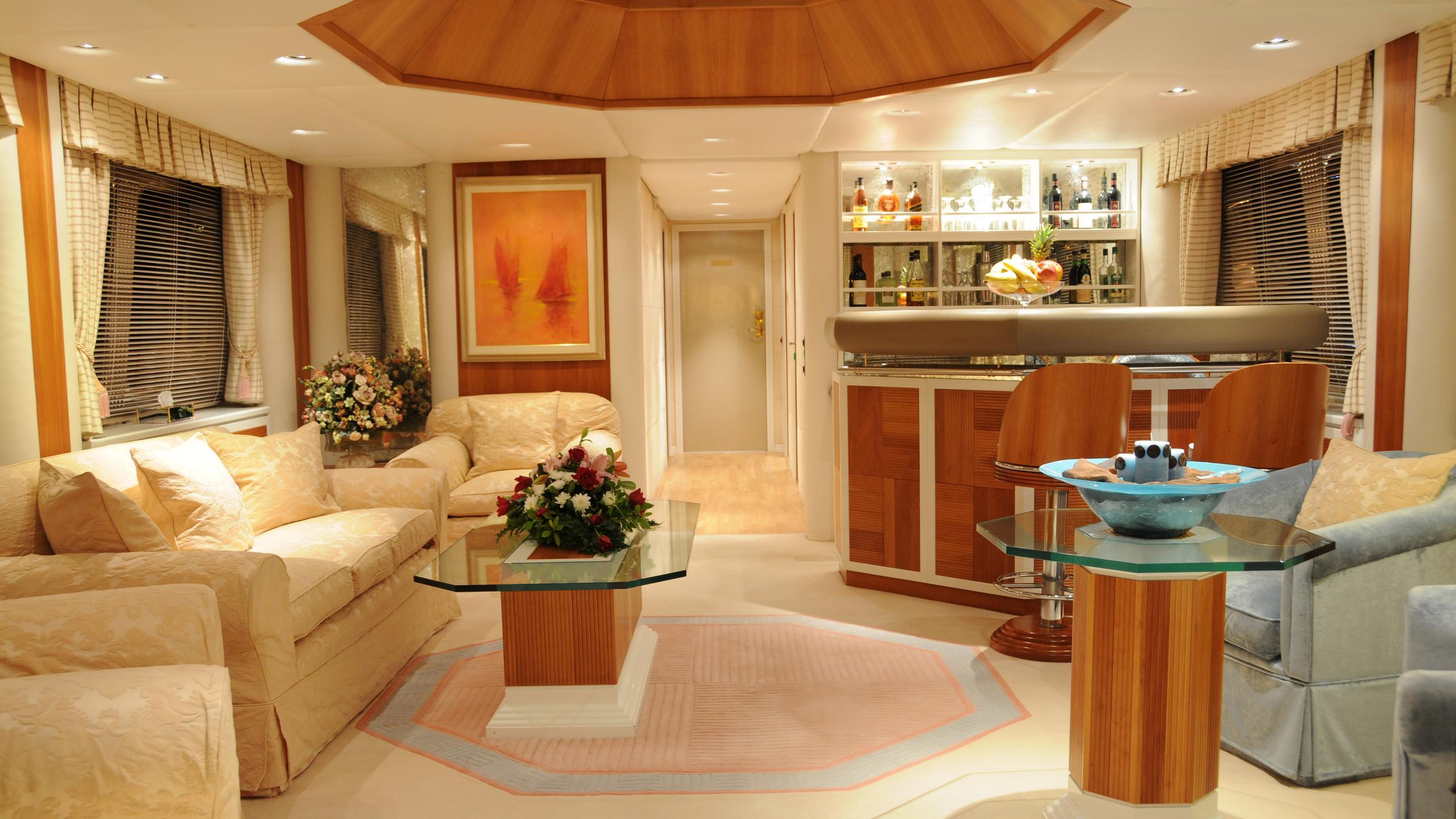 amz-yacht-bar