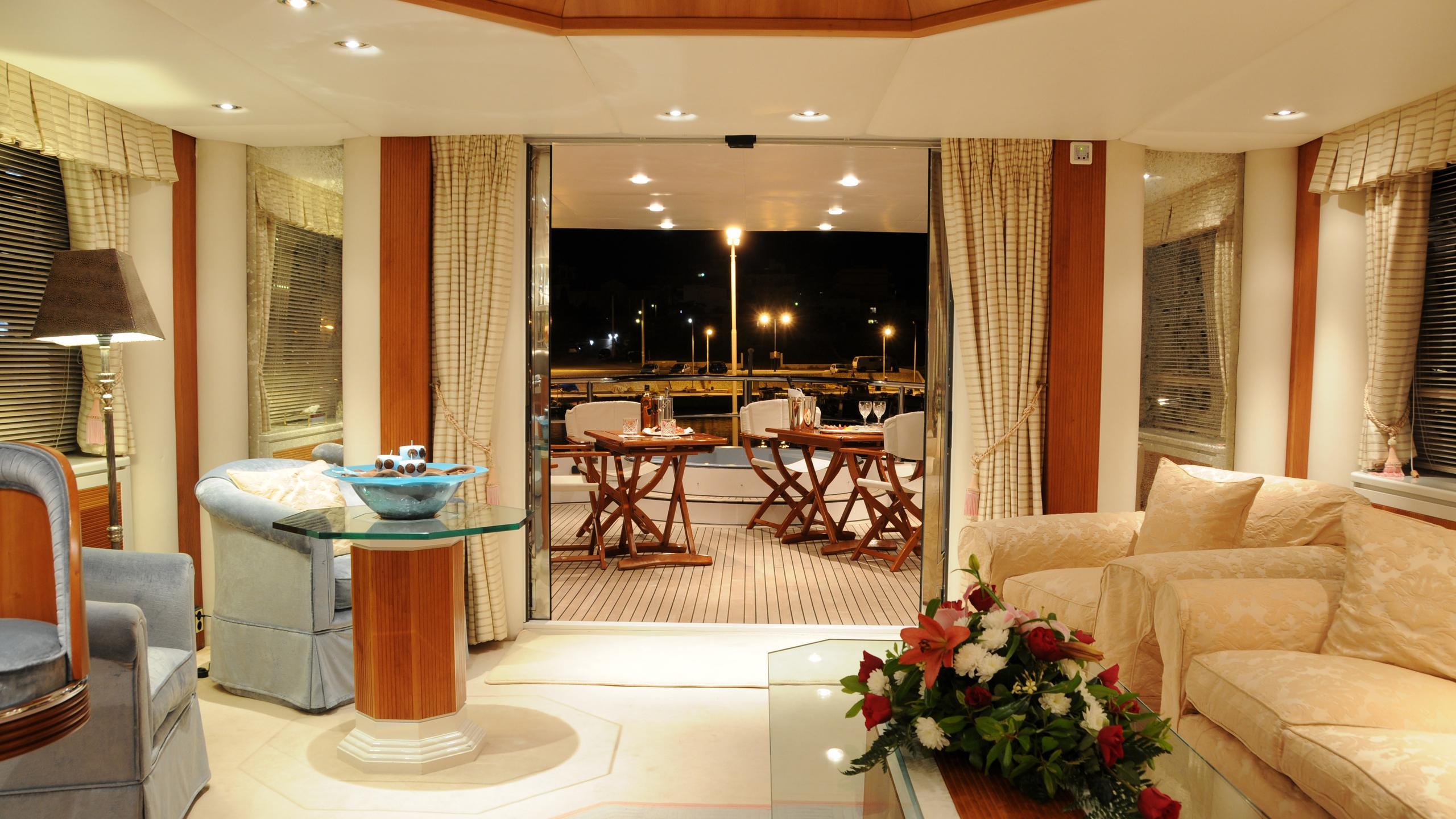 amz-yacht-lounge
