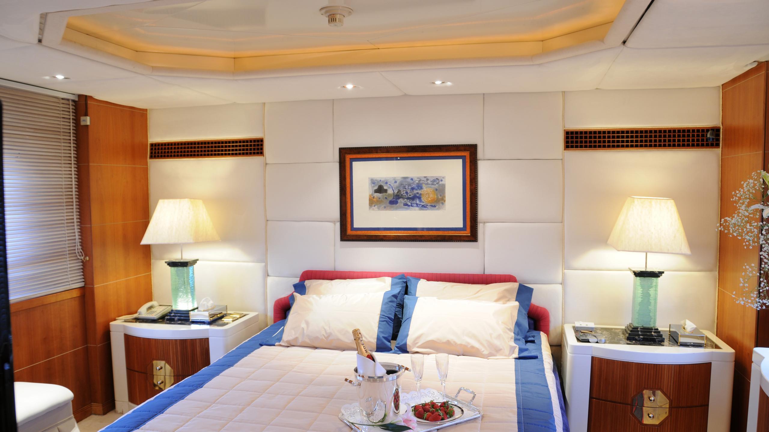 amz-yacht-master-cabin