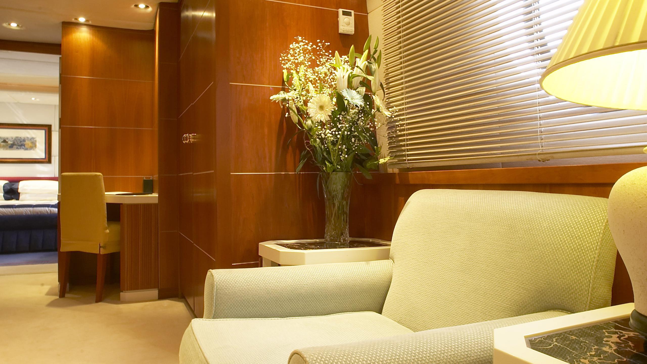amz-yacht-master-office