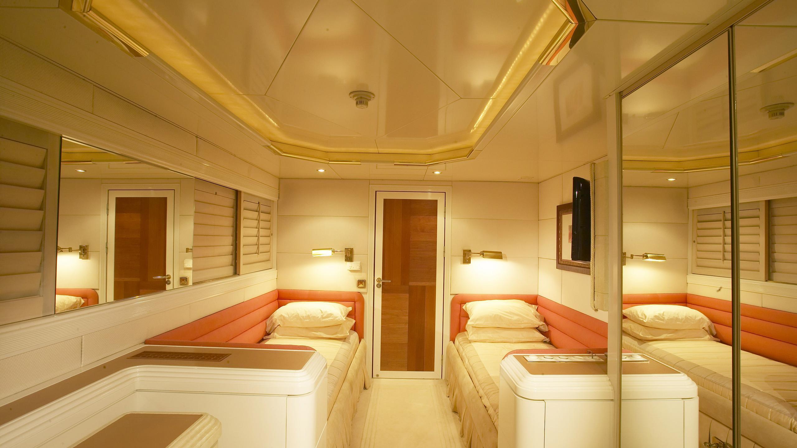 amz-yacht-twin-cabin