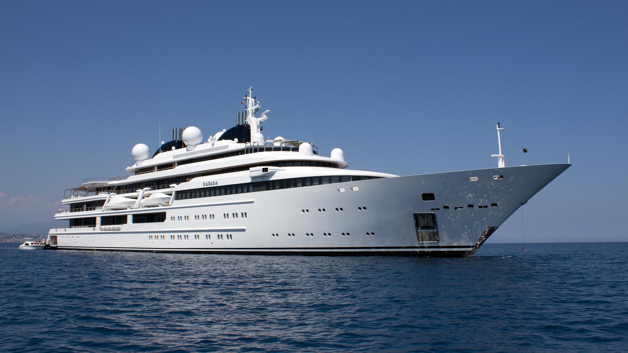 katara-yacht-exterior