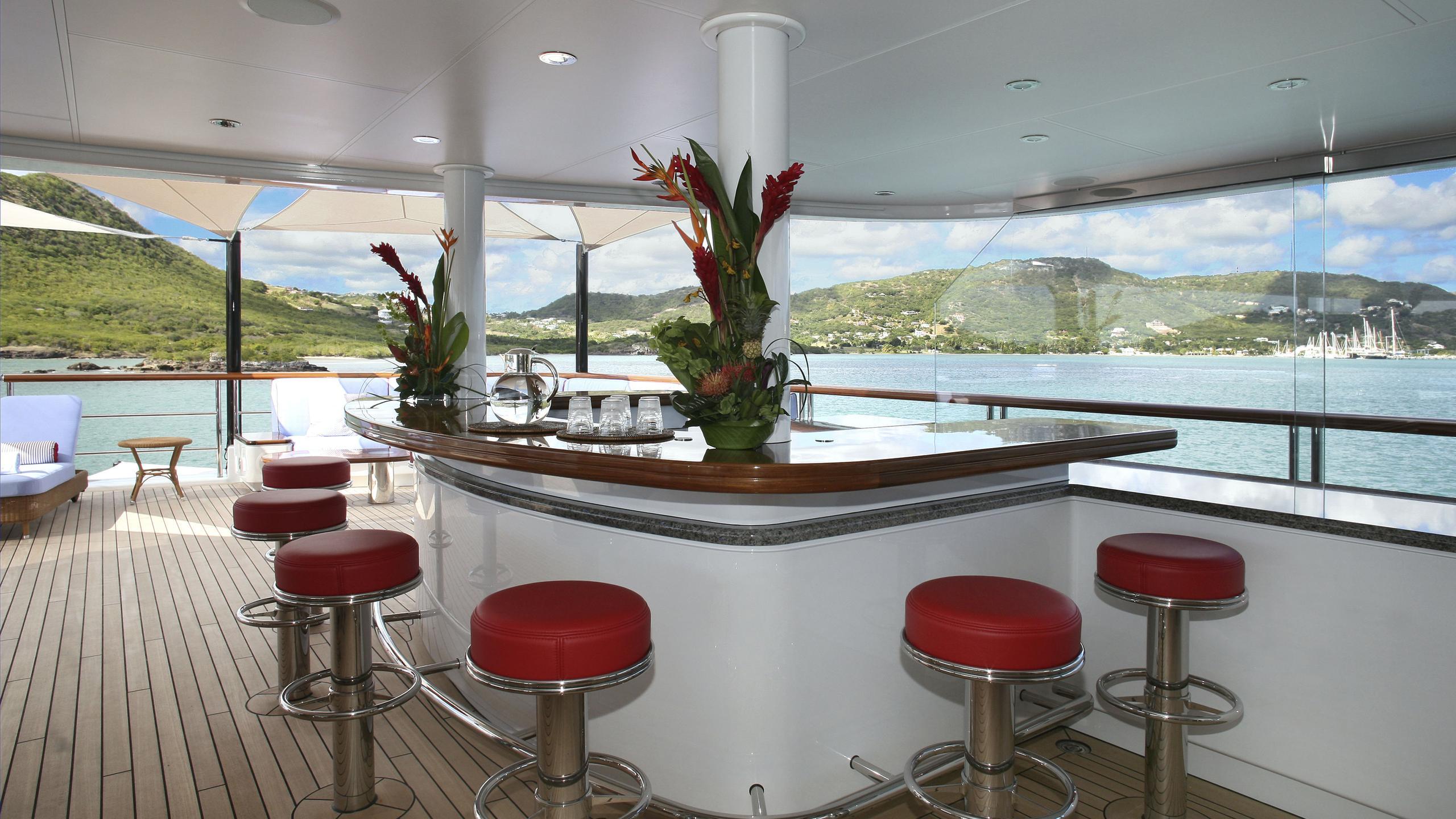 northern-star-yacht-aft-bar