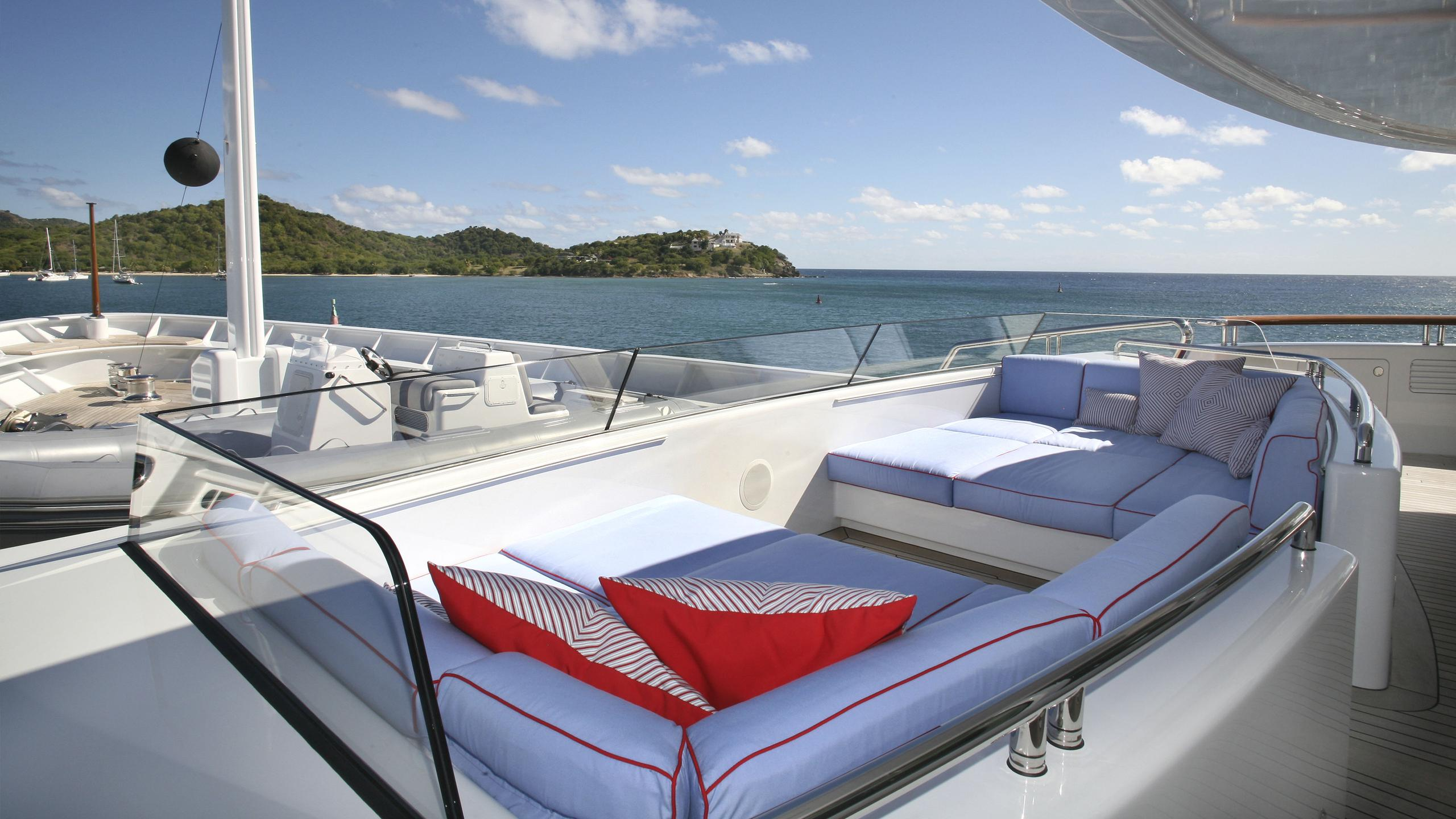 northern-star-yacht-master-private-lounge